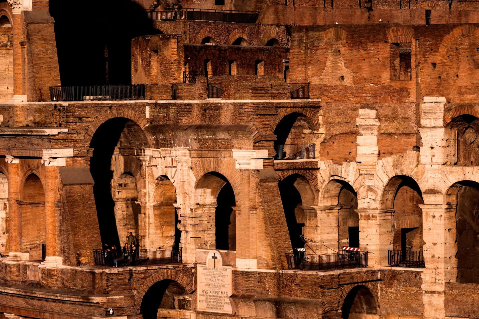 الكولوسيوم في مدينة روما الإيطالية