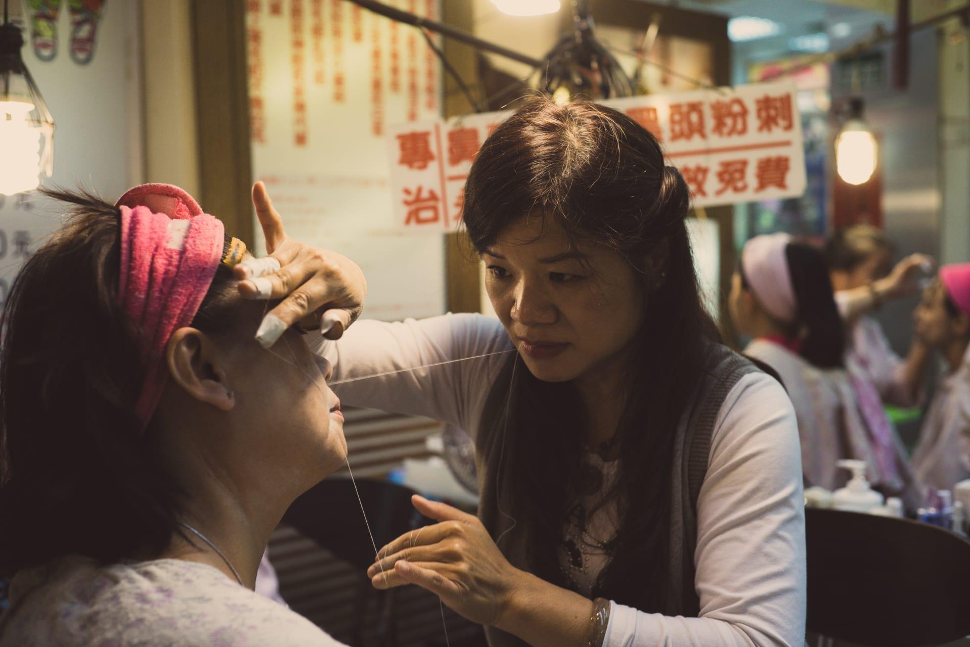 لماذا تضطر النساء لإزالة شعر أجسادهن الزائد
