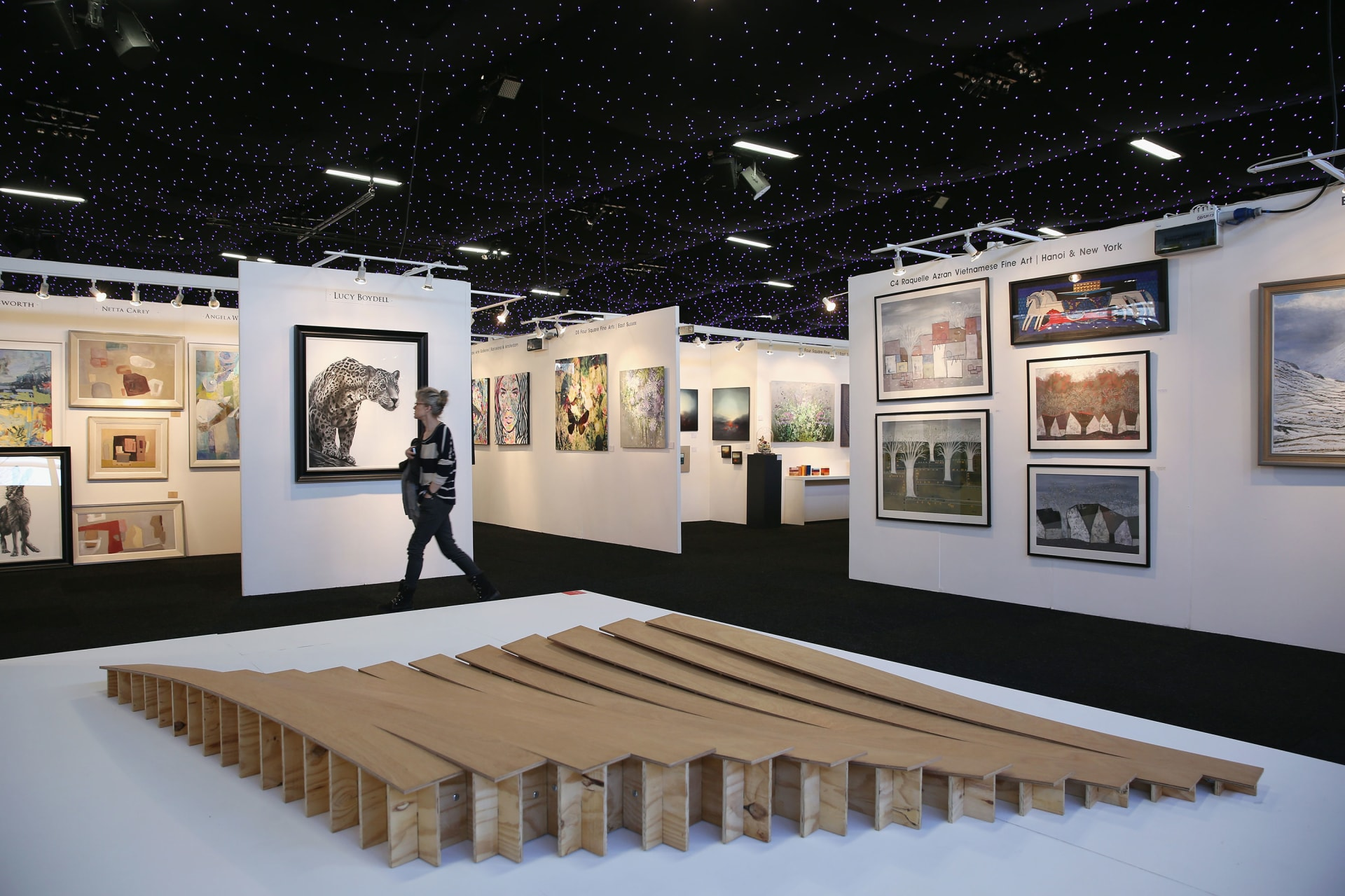 إلغاء دعوة مساعدة آسيوية إلى معرض لندن للفنون وسط مخاوف فيروس كورونا