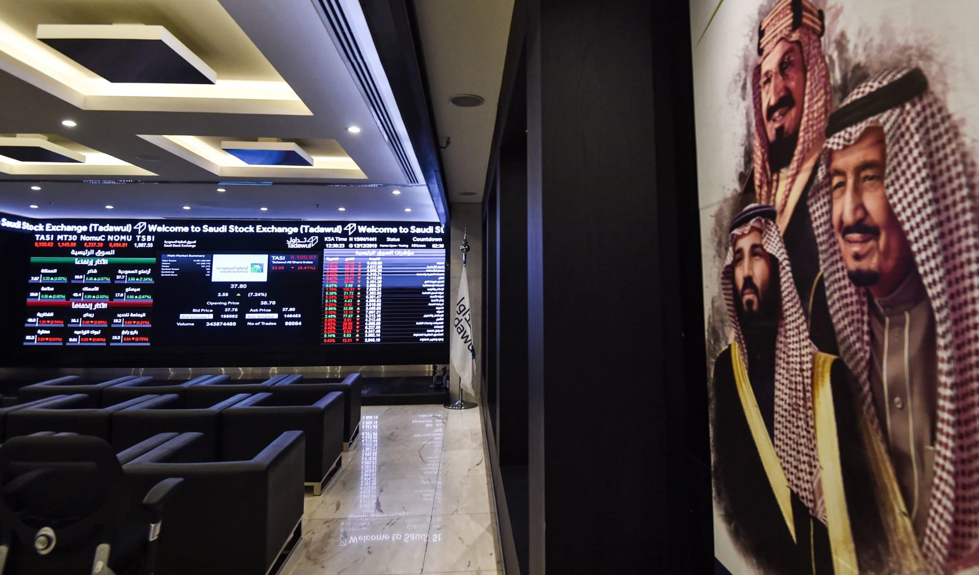 """صورة أرشيفية من داخل السوق المالية السعودية """"تداول"""""""