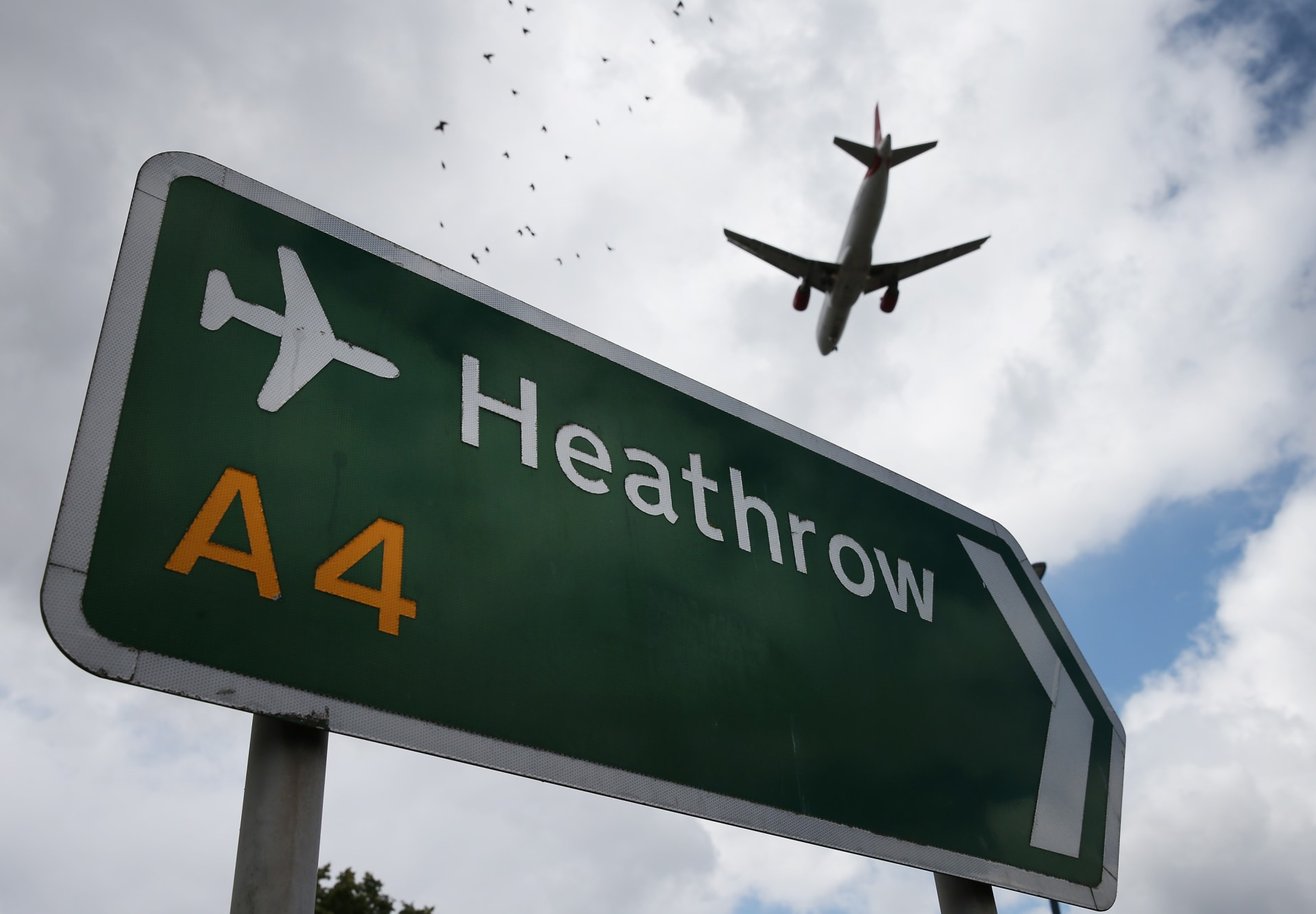 """شركات طيران تشغل """"رحلات الأشباح"""" في ظل أزمة فيروس كورونا"""
