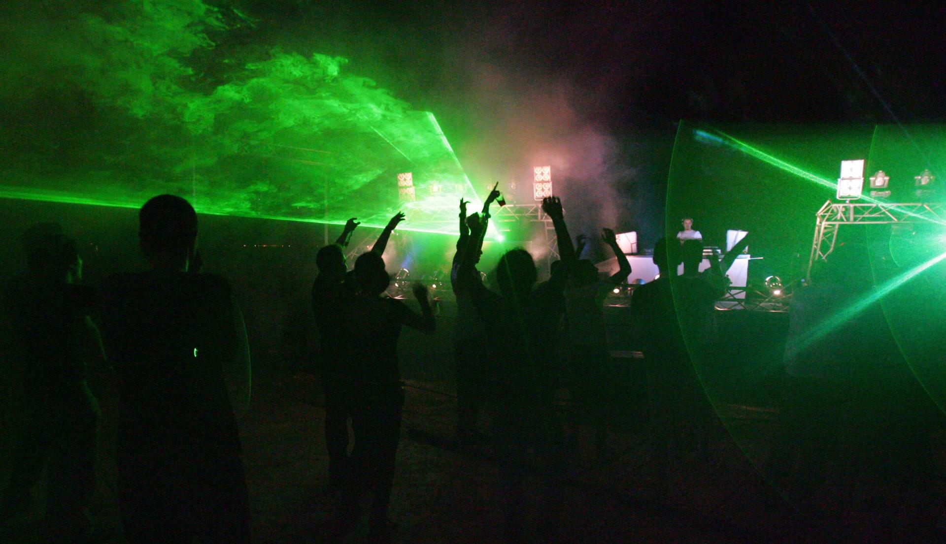 """""""بدنا نولع الجو""""و""""بنت الجيران""""..هكذا يحتفل اللبنانيون وسط فيروس كورونا"""