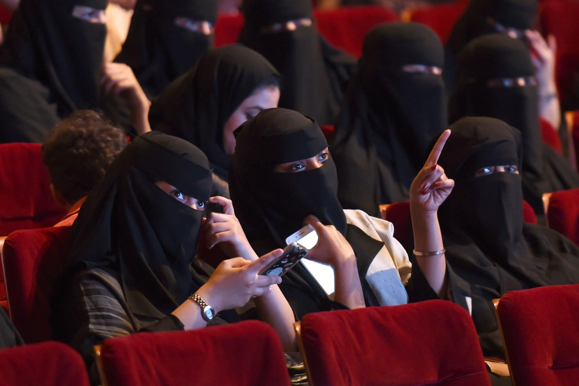 إمام الحرم للنساء عن ولاية الرجل: كوني حرة ولكن
