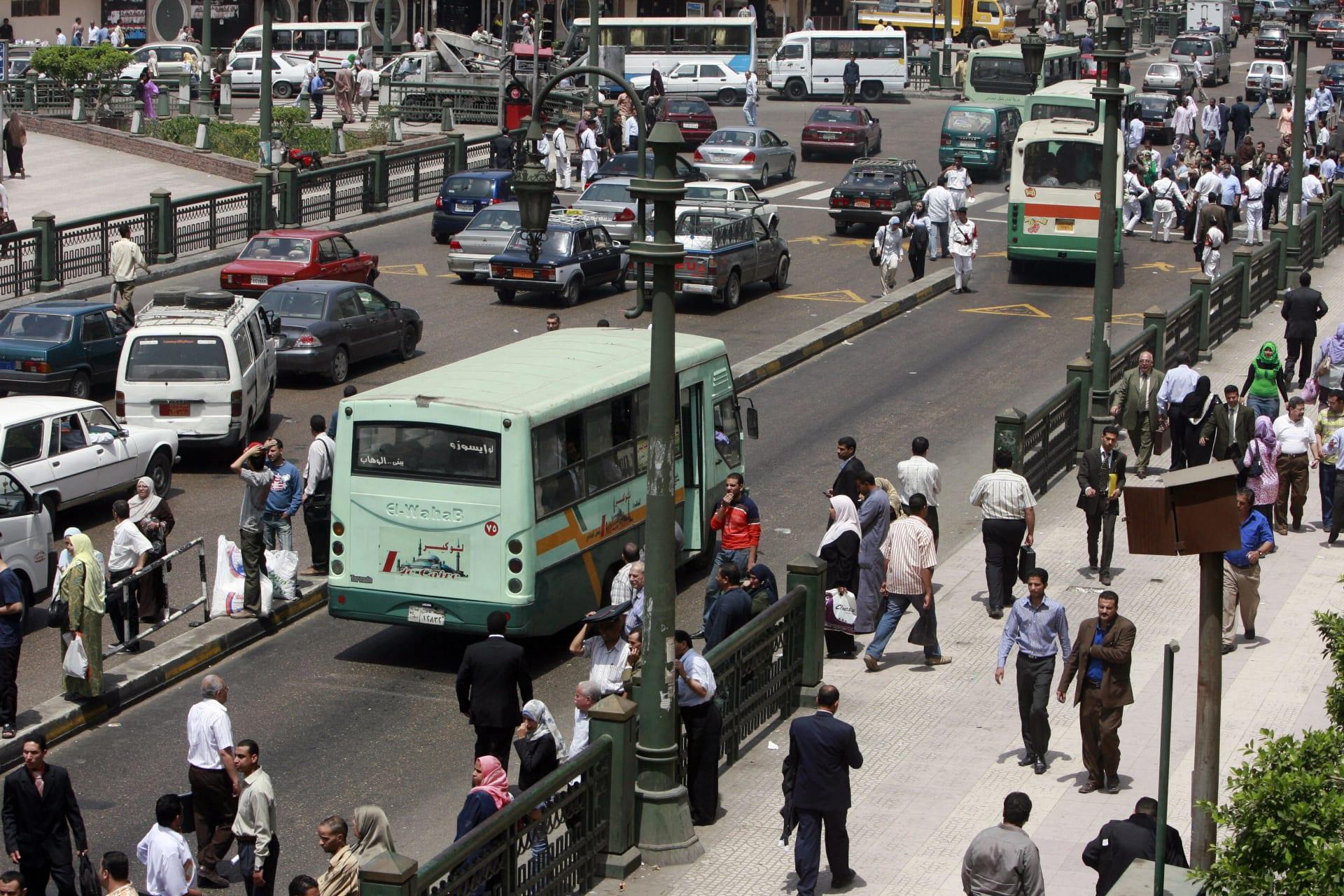 زحام مروري في أحد شوارع وسط العاصمة المصرية القاهرة