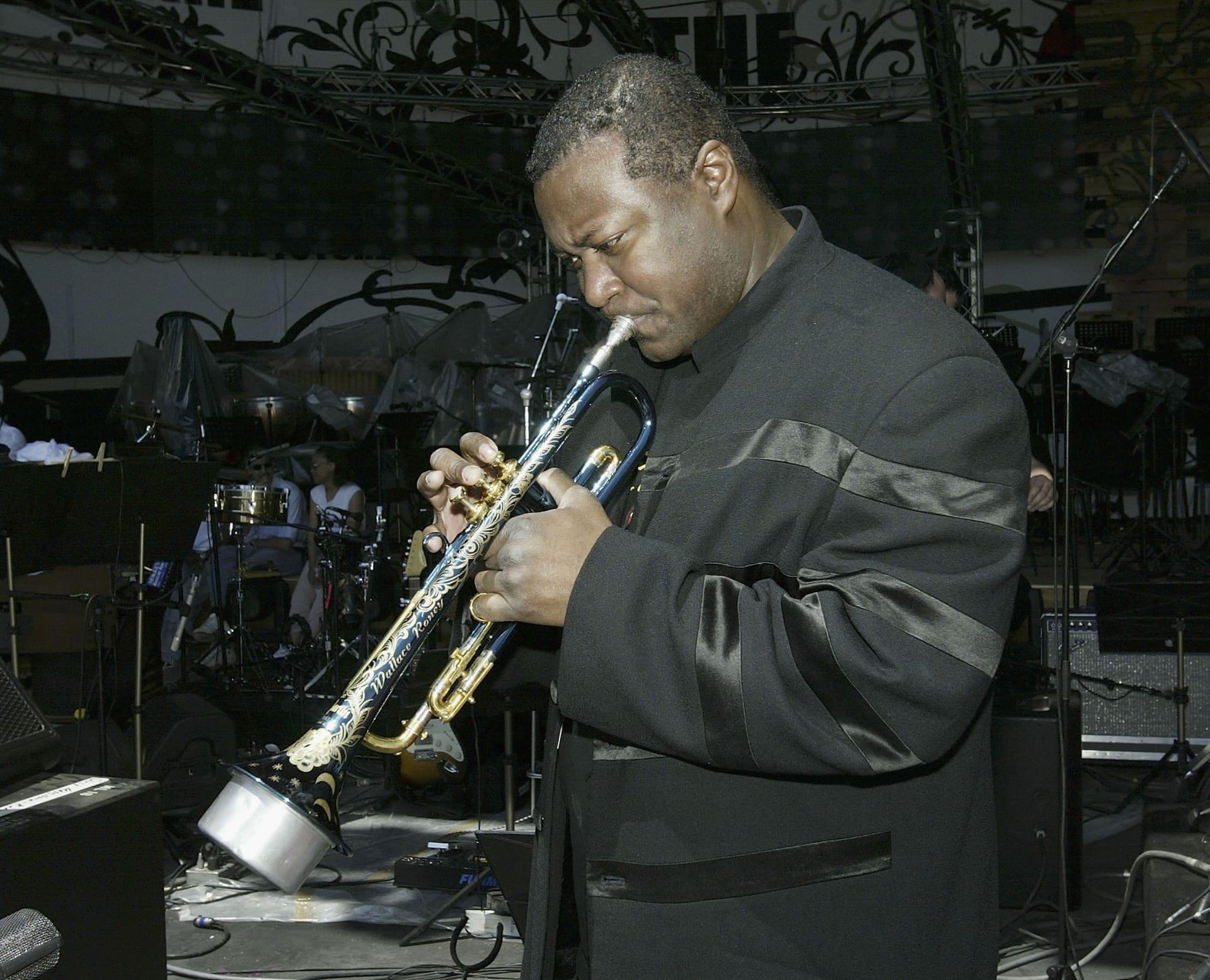 وفاة أسطورة موسيقى الجاز والاس روني بسبب مضاعفات الإصابة بفيروس كورونا