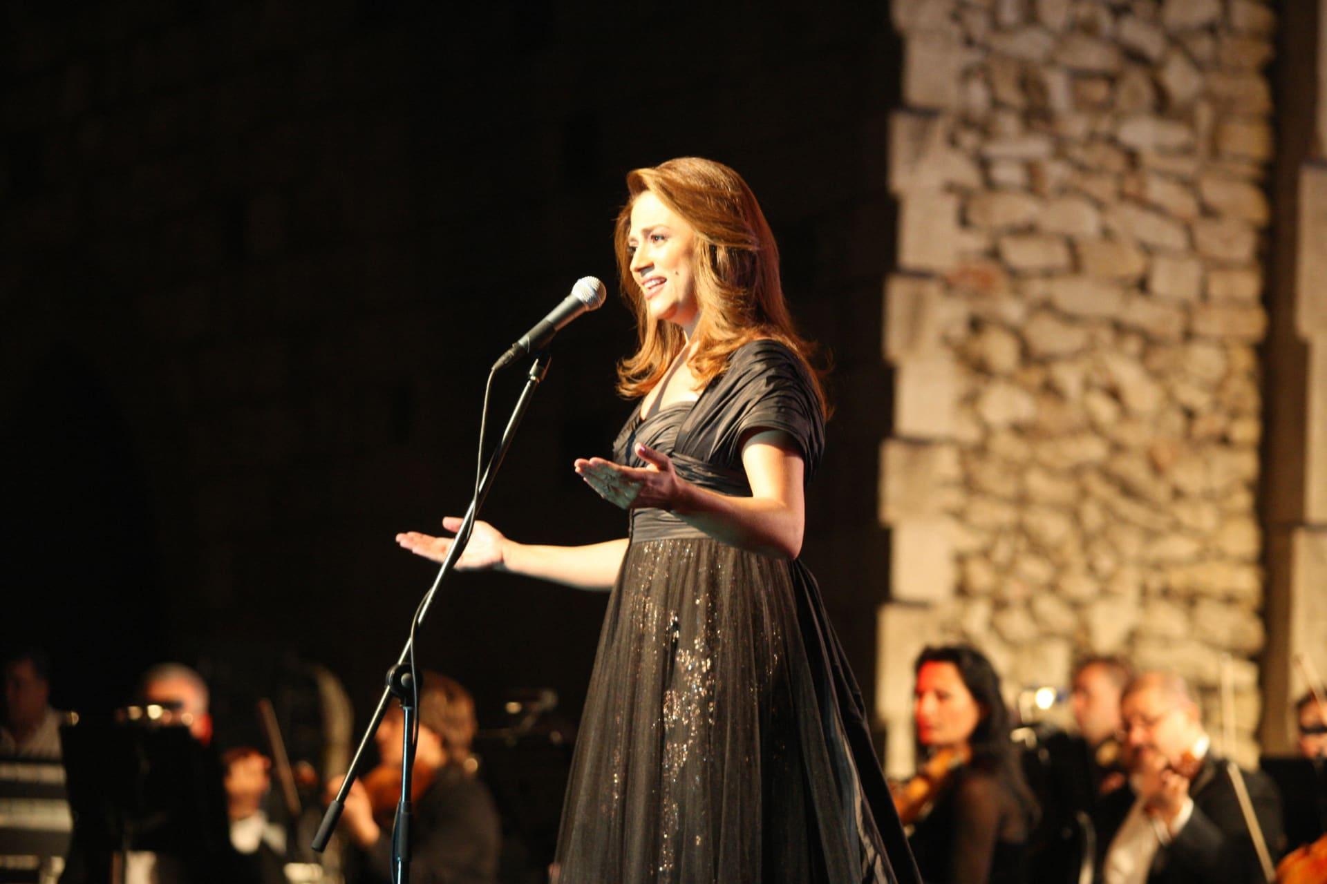 المغنية اللبنانية جوليا بطرس