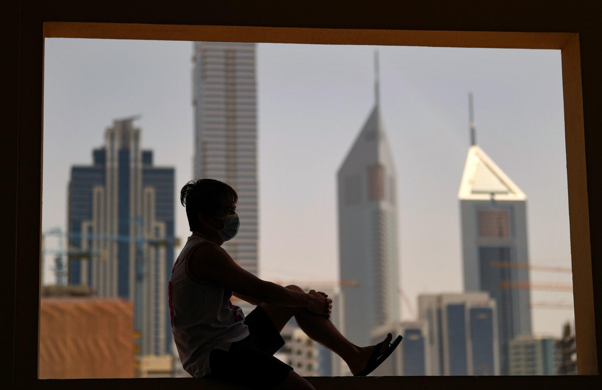 """الإمارات تطلق مبادرة """"الإجازة المبكرة"""" في ظل تفشي فيروس كورونا"""