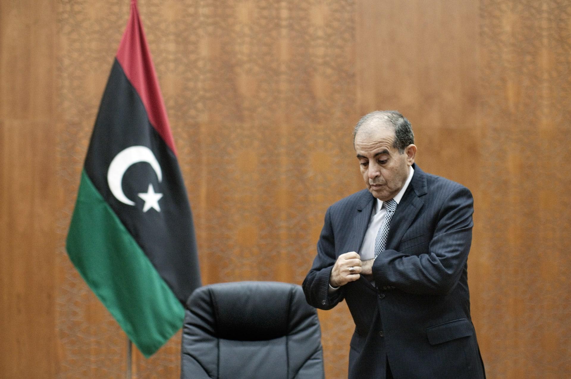بعد إصابته بفيروس كورونا.. وفاة رئيس الوزراء الليبي الأسبق في مصر