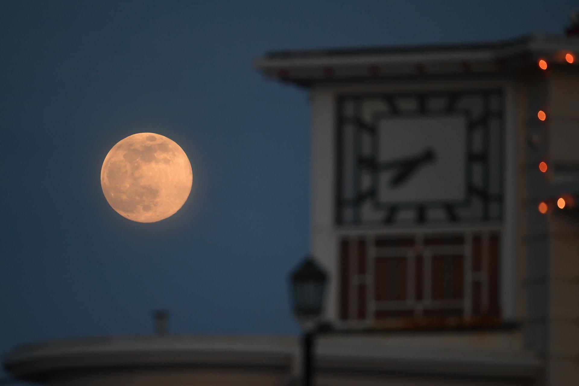 القمر العملاق الأكبر والأكثر إشراقاً لعام 2020