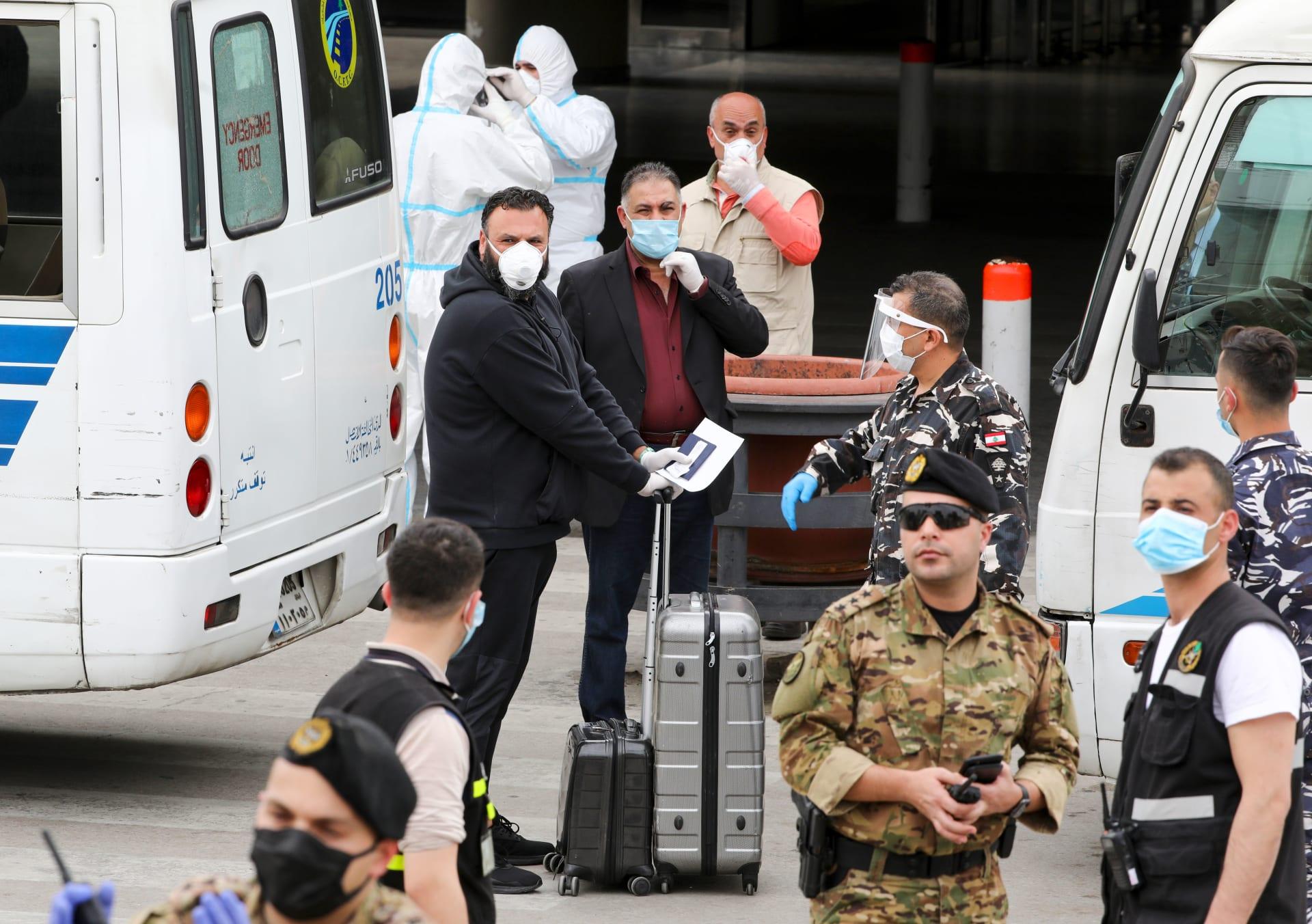 السلطات اللبنانية تستقبل عدد من المواطنين القادمين من الخارج بعد تفشي كورونا