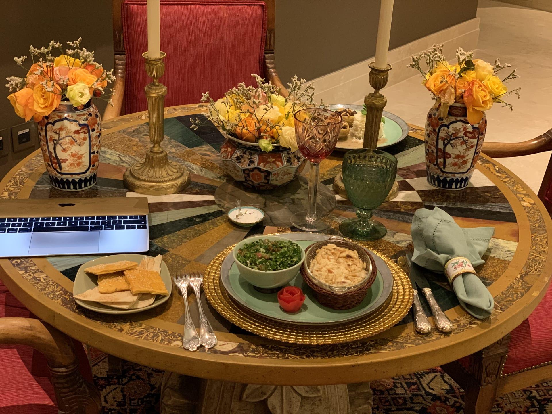 انضم إلى هذا العشاء الافتراضي وتجنب الوحدة في وقت العزل الاجتماعي