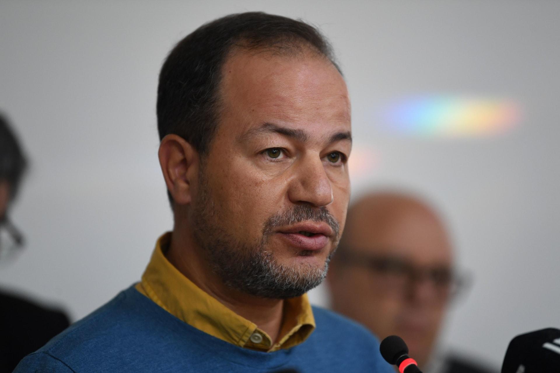 صورة للدكتور زاهر سحلول خلال مؤتمر صحفي