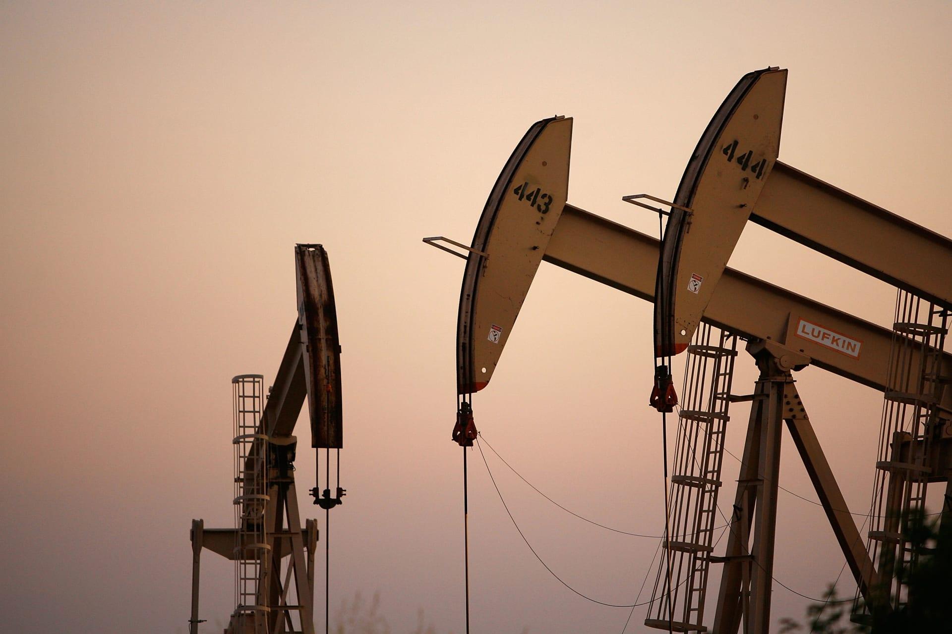 انهيار أسعار النفط الأمريكي إلى سالب 37 لأول مرة في التاريخ