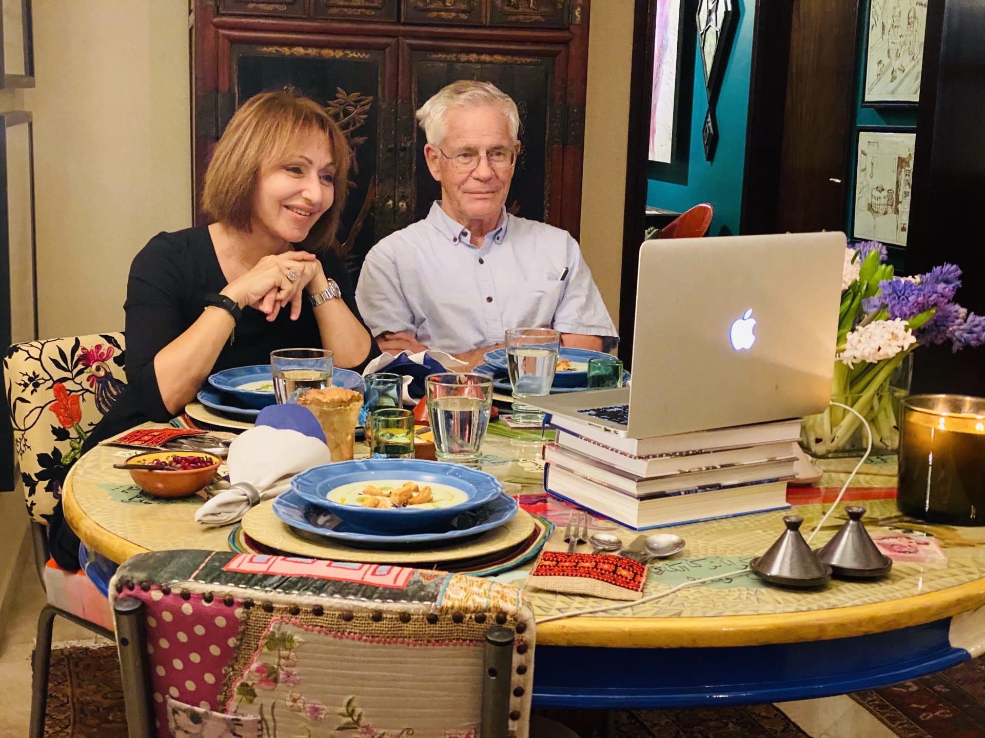 انضم إلى هذا العشاء الافتراضي وتجنب الوحدة في وقت العزلة الاجتماعية