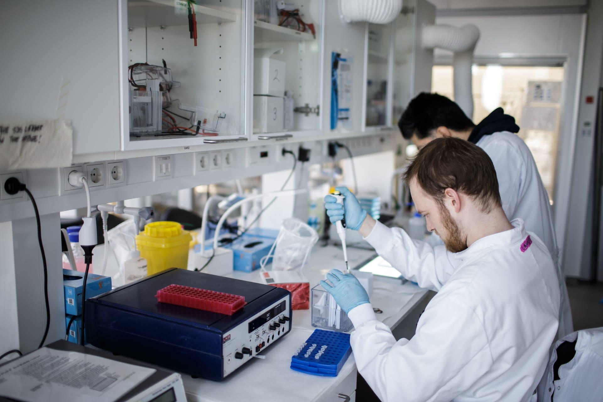 ماذا يحدث إذا لم يتم تطوير لقاح لفيروس كورونا؟ لقد حدث ذلك من قبل