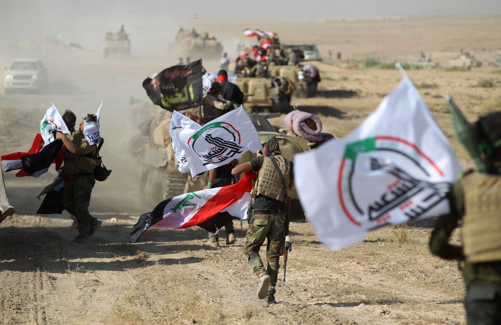 """رئيس الوزراء العراقي يثير الجدل بارتدائه زي الحشد الشعبي.. فماذا قال عن """"الفجوة"""" مع الدولة؟"""