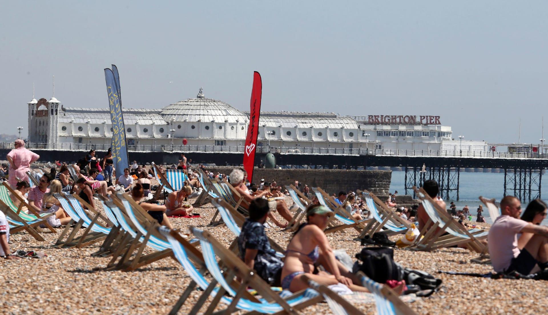 زيادة رواد الشاطئ بأوروبا مع ارتفاع درجات الحرارة.. هل يهدد ذلك بموجة ثانية لكورونا؟