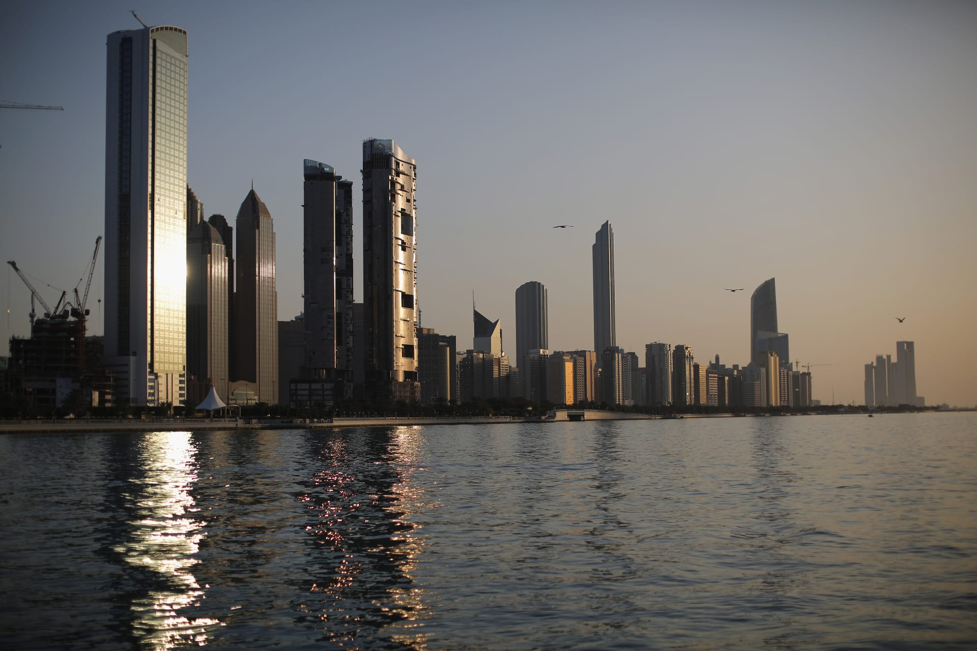 """حكومة أبوظبي تستثمر 1.2 مليار دولار في منصة """"جيو بلاتفورمز"""" التقنية الهندية"""