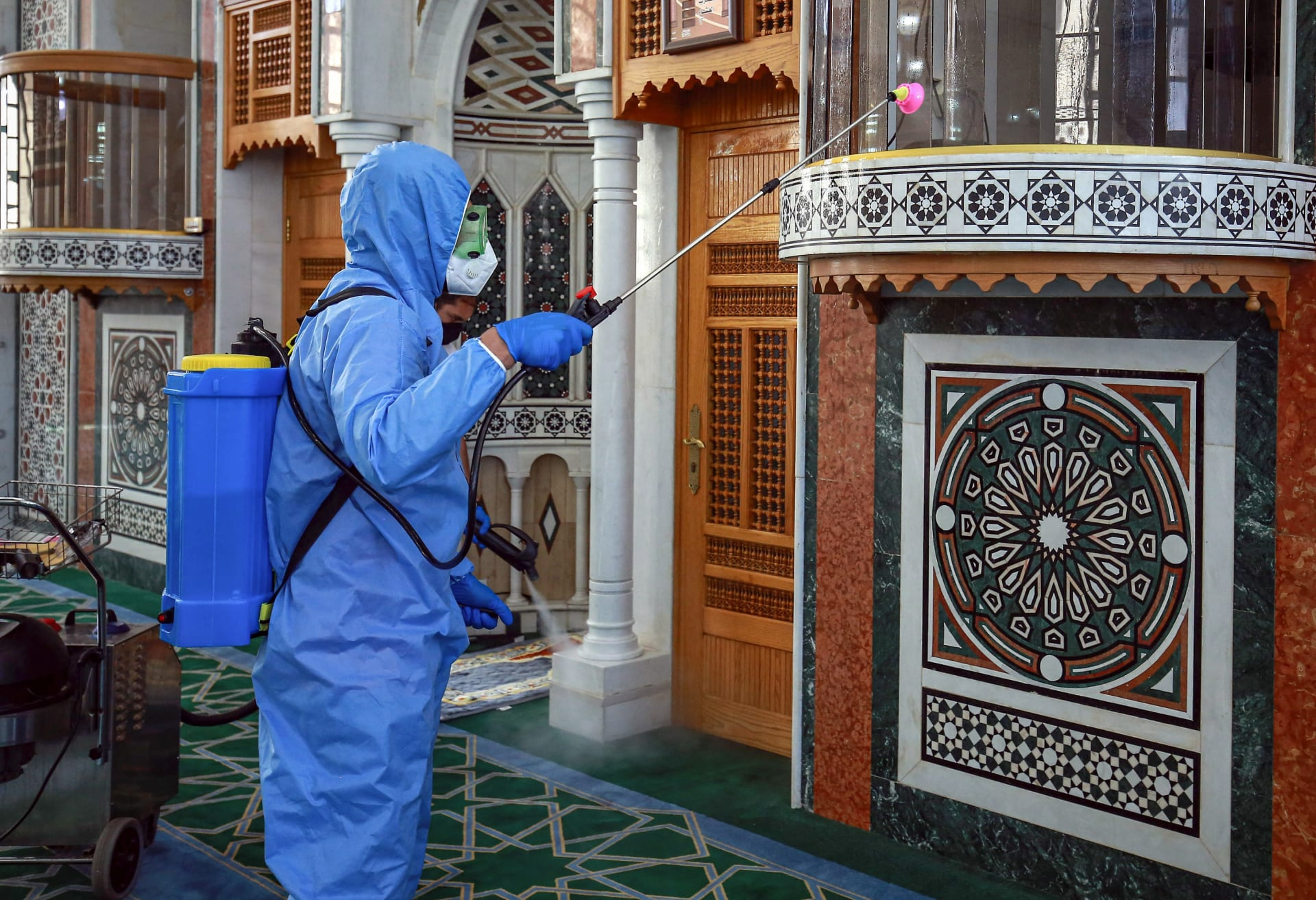 الإمارات ترسل 12.4 طنا من المساعدات الطبية للأردن لمواجهة فيروس كورونا