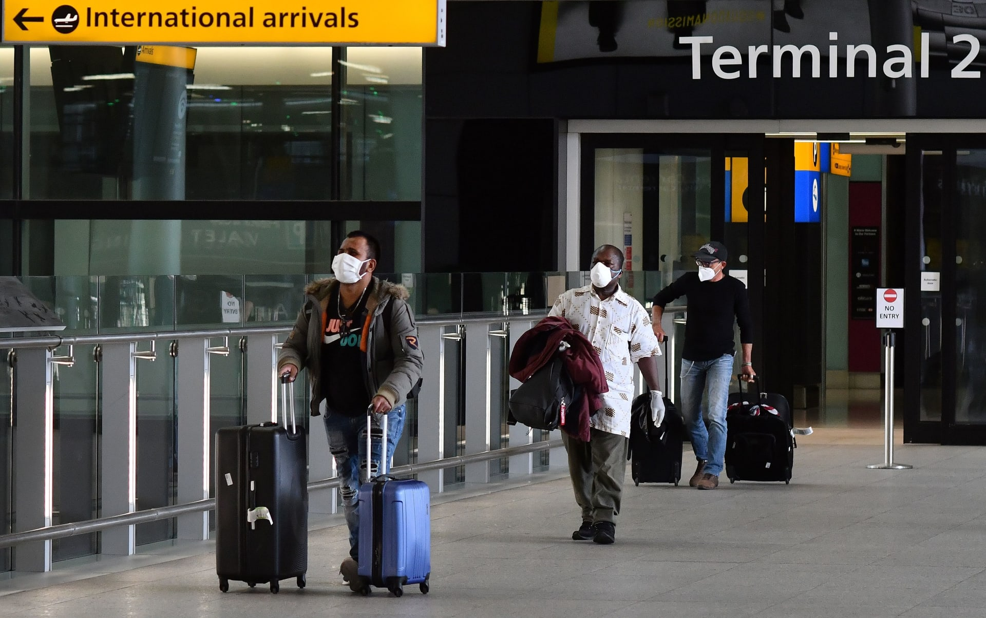 """بينهم 3 دول عربية وأمريكا مستبعدة.. الاتحاد الأوروبي يسمح باستقبال مسافرين من 14 """"دولة آمنة"""""""