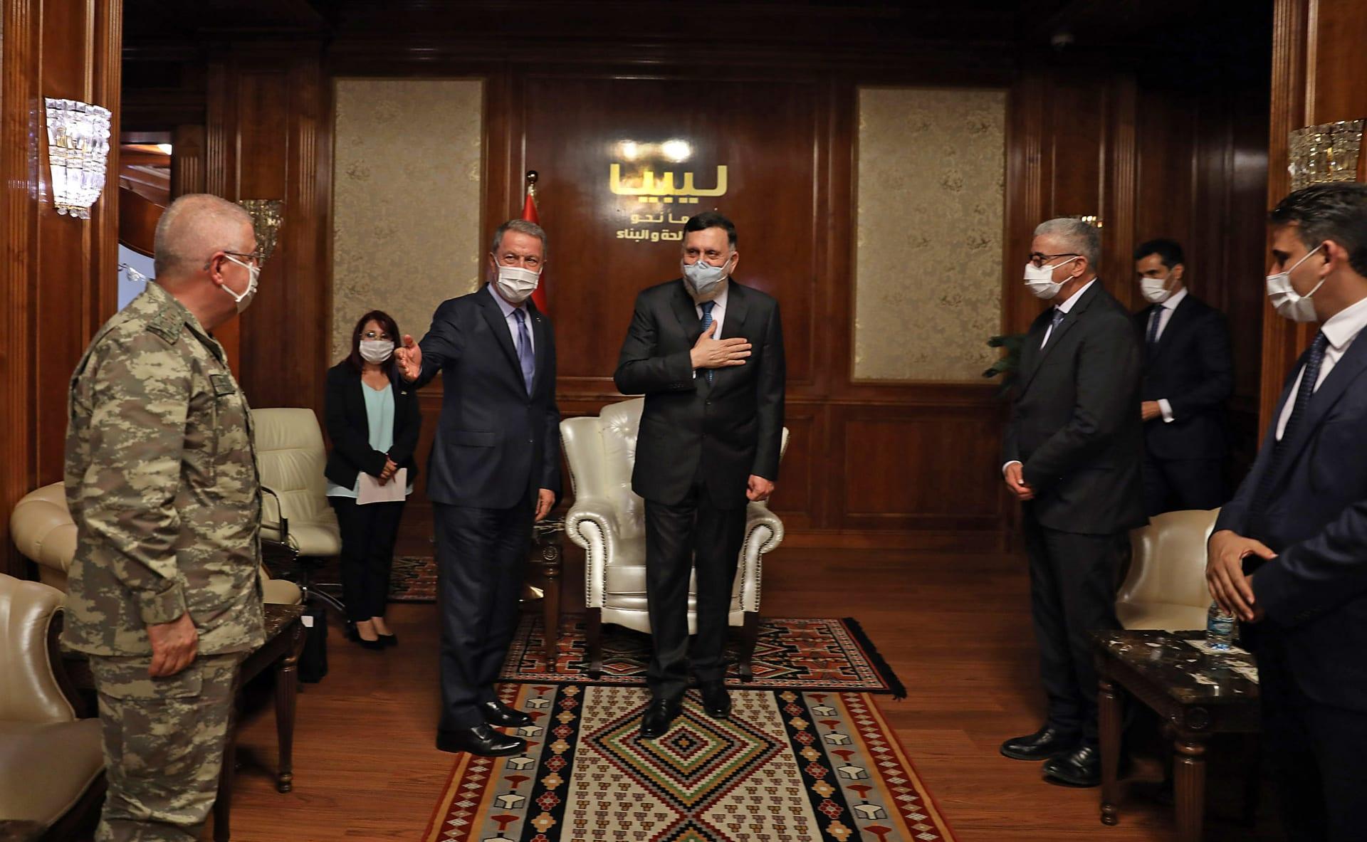 لقاء وزير الفاع التركي مع رئيس حكومة الوفاق الوطني الليبية في طرابلس
