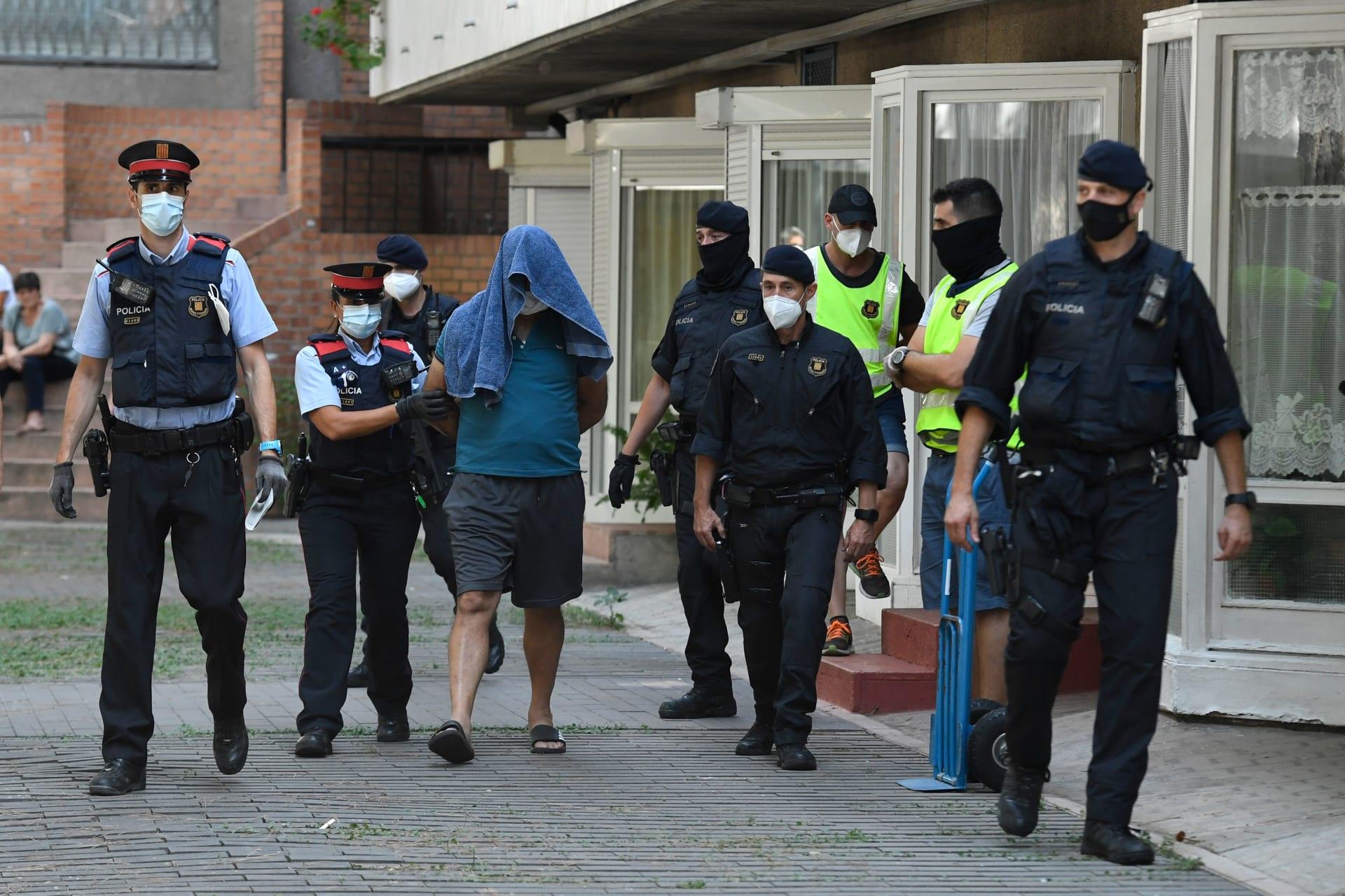شرطة إقليم كتالونيا تلقي القبض على جزائريين متهمين بالتخطيط لأعمال إرهابية في برشلونة