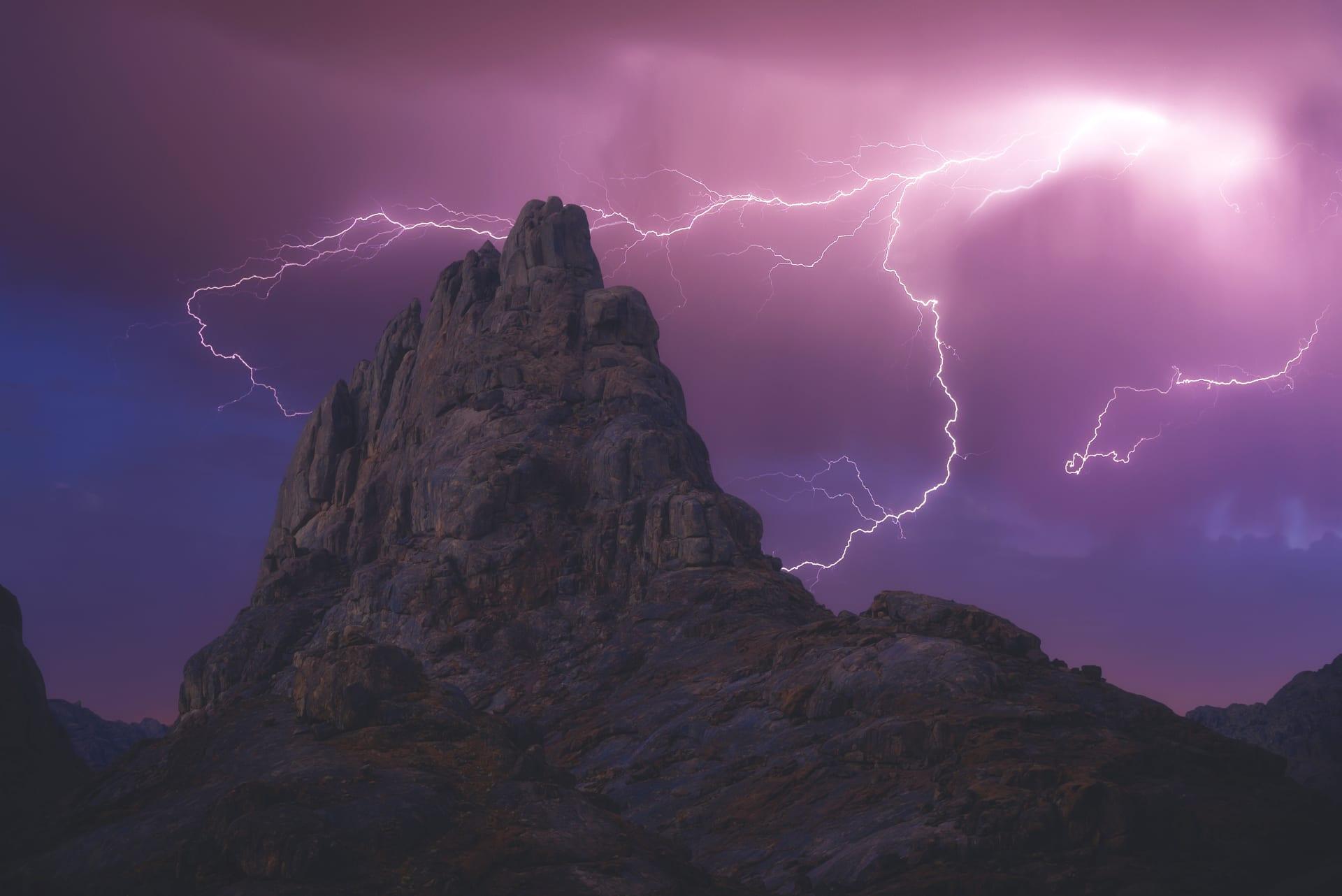 جبال أجا في حائل بالسعودية