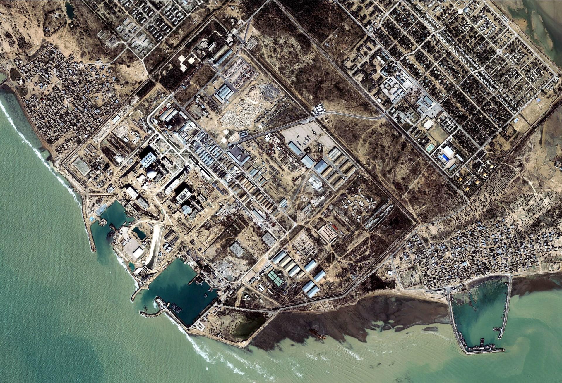 إيران.. حريق يلتهم 7 سفن في ميناء بوشهر دون أن تتمكن فرق الإطفاء من احتوائه