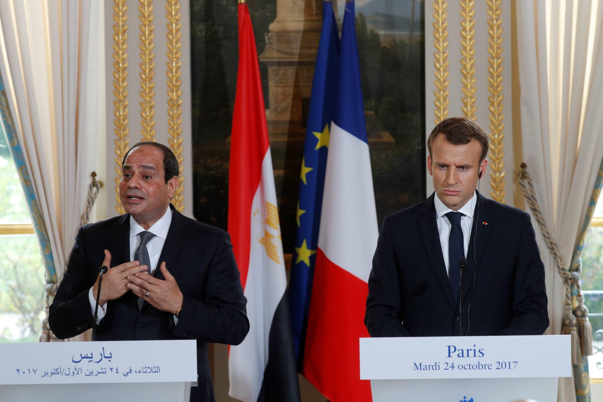 الرئيس الفرنسي إيمانويل ماكرون ونظيره المصري عبد الفتاح السيسي في مؤتمر صحفي