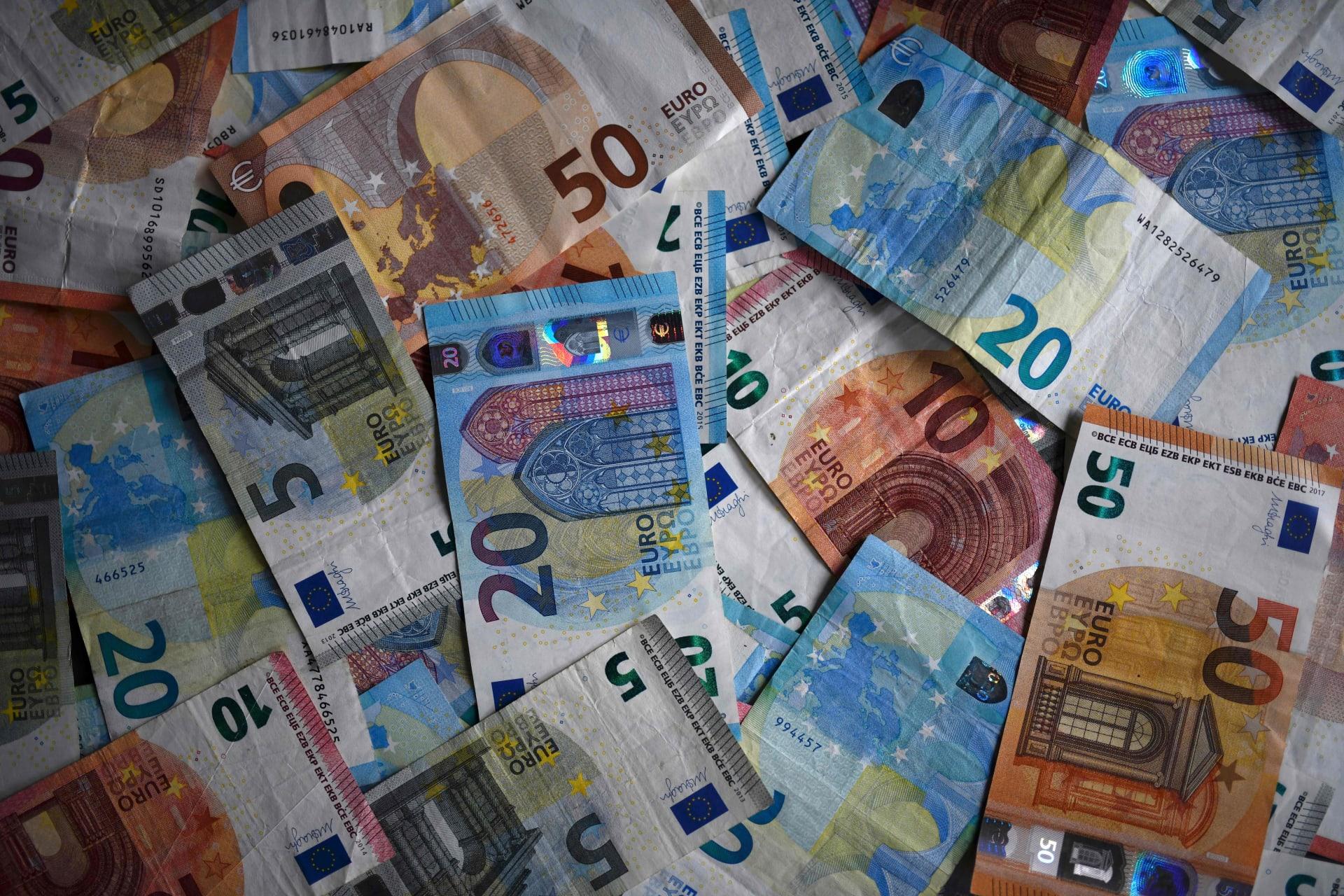 أوراق بنكنوت من العملة الأوروبية الموحدة اليورو