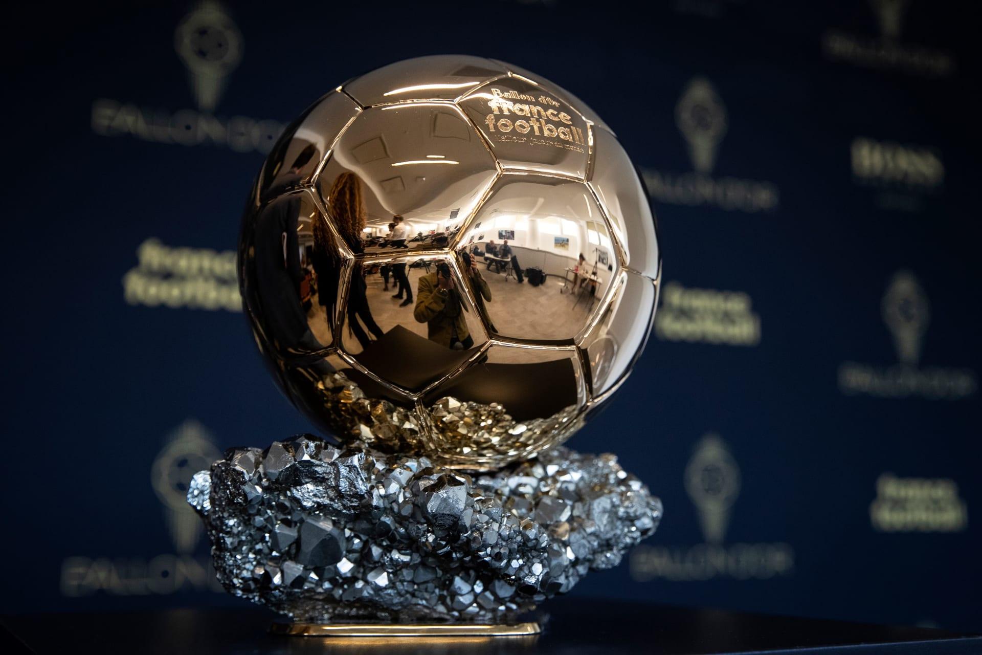 """لأول مرة في التاريخ.. """"فرانس فوتبول"""" تُعلن إلغاء جائزة الكرة الذهبية للموسم الحالي"""