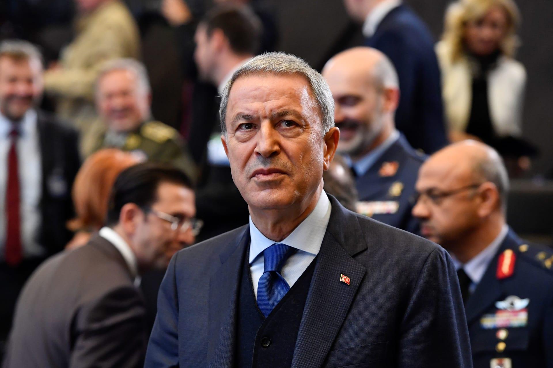 """وزير الدفاع التركي يطالب بقطع الدعم عن حفتر.. ويؤكد استمرار مساعدة """"الوفاق"""" عسكريًا"""