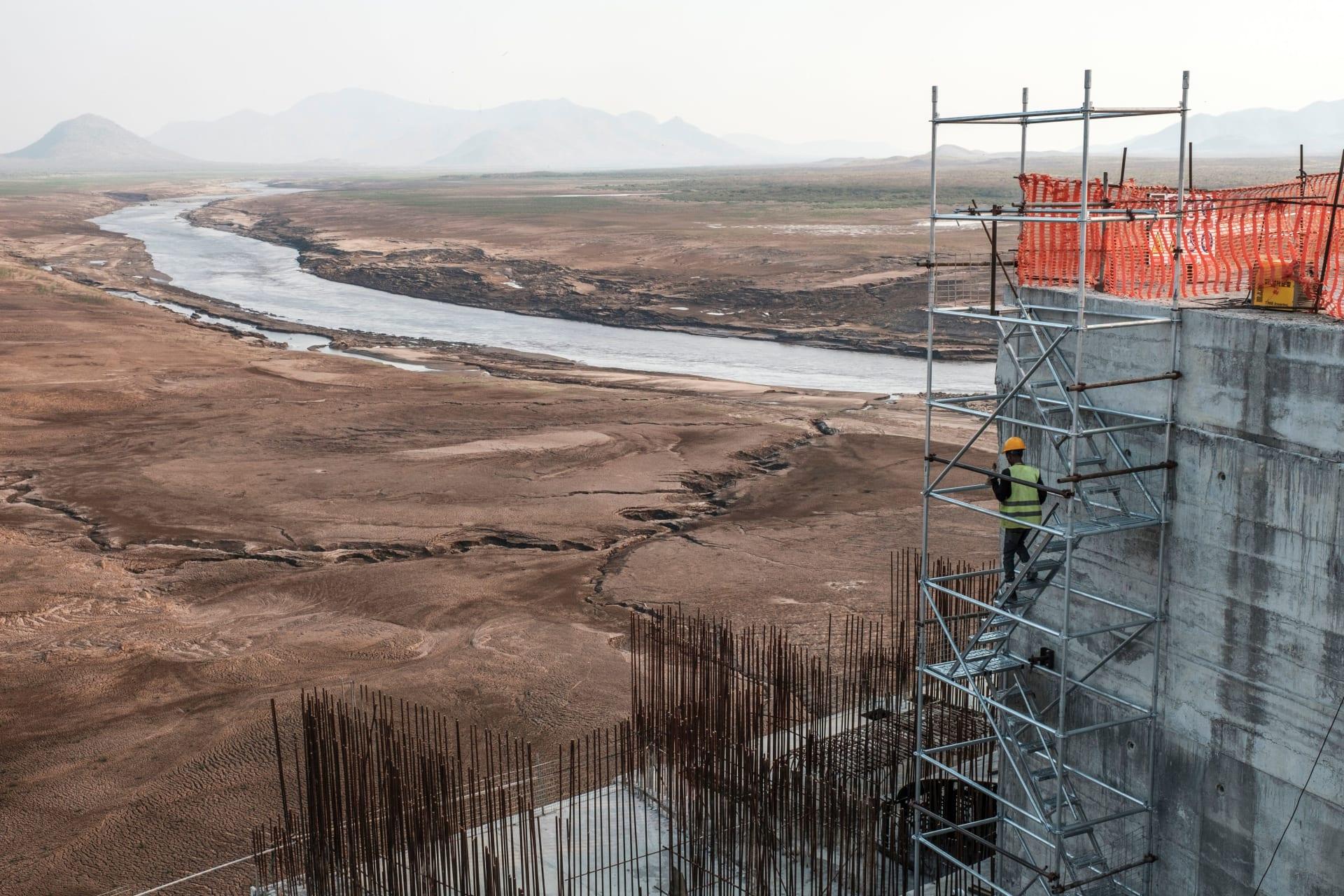 أعمال الإنشاءات في سد النهضة الإثيوبي الذي تدور المفاوضات حوله مع مصر والسودان