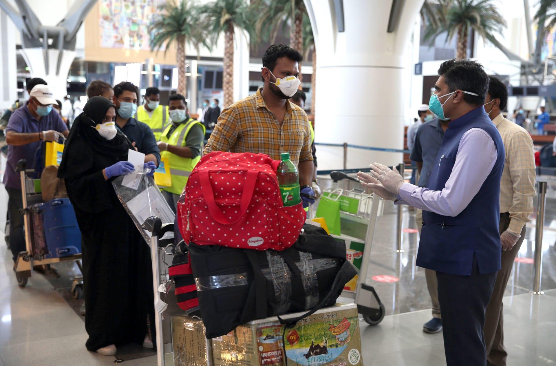 سلطنة عُمان تمنع الحركة بين المحافظات لمدة أسبوعين إثر ارتفاع إصابات كورونا