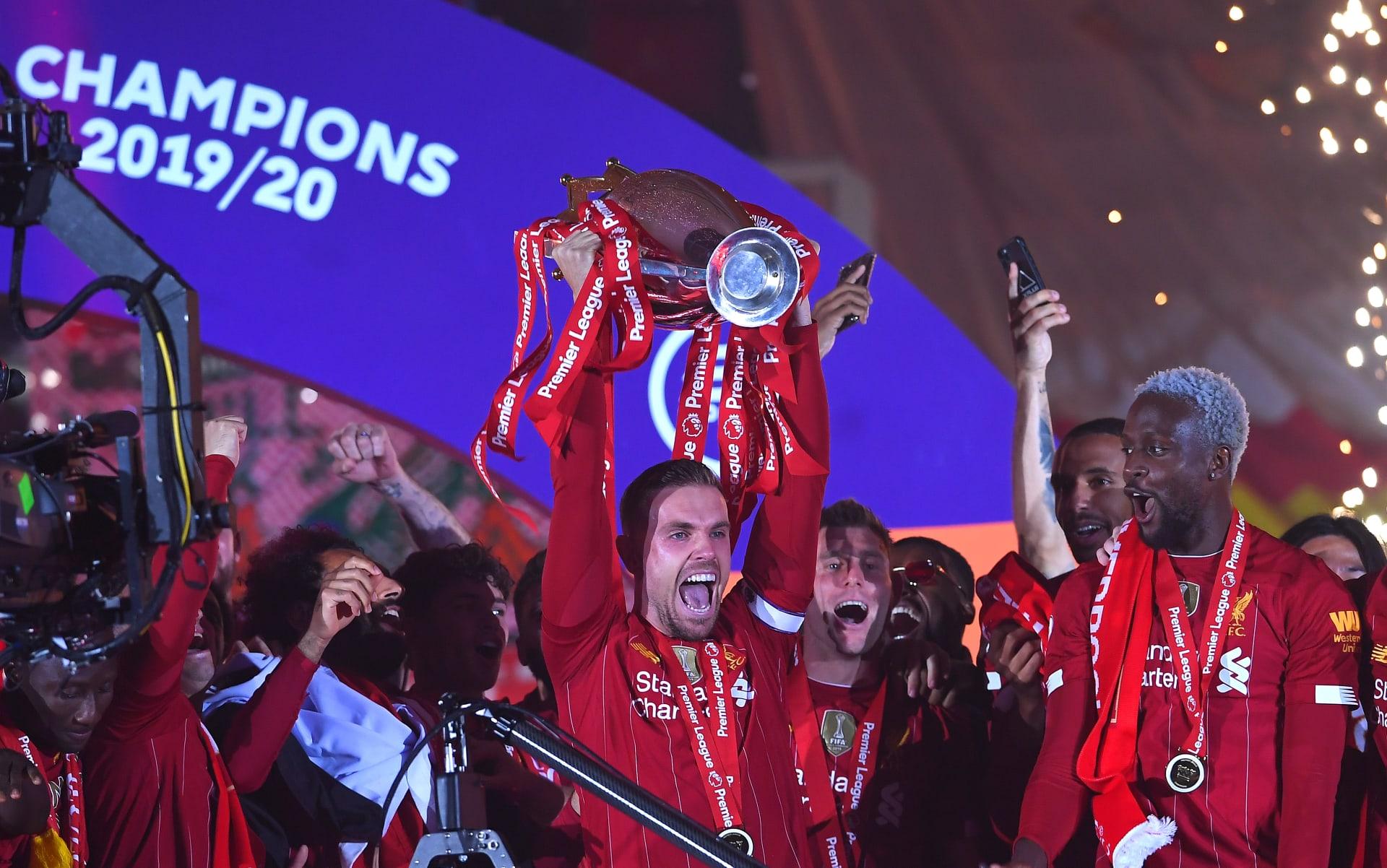 لأول مرة.. قائد ليفربول يرفع لقب الدوري الإنجليزي الممتاز في ليلة تاريخية