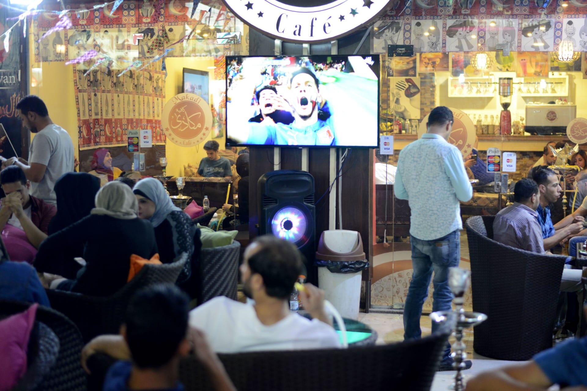 صورة أرشيفية من داخل مقهى في مصر