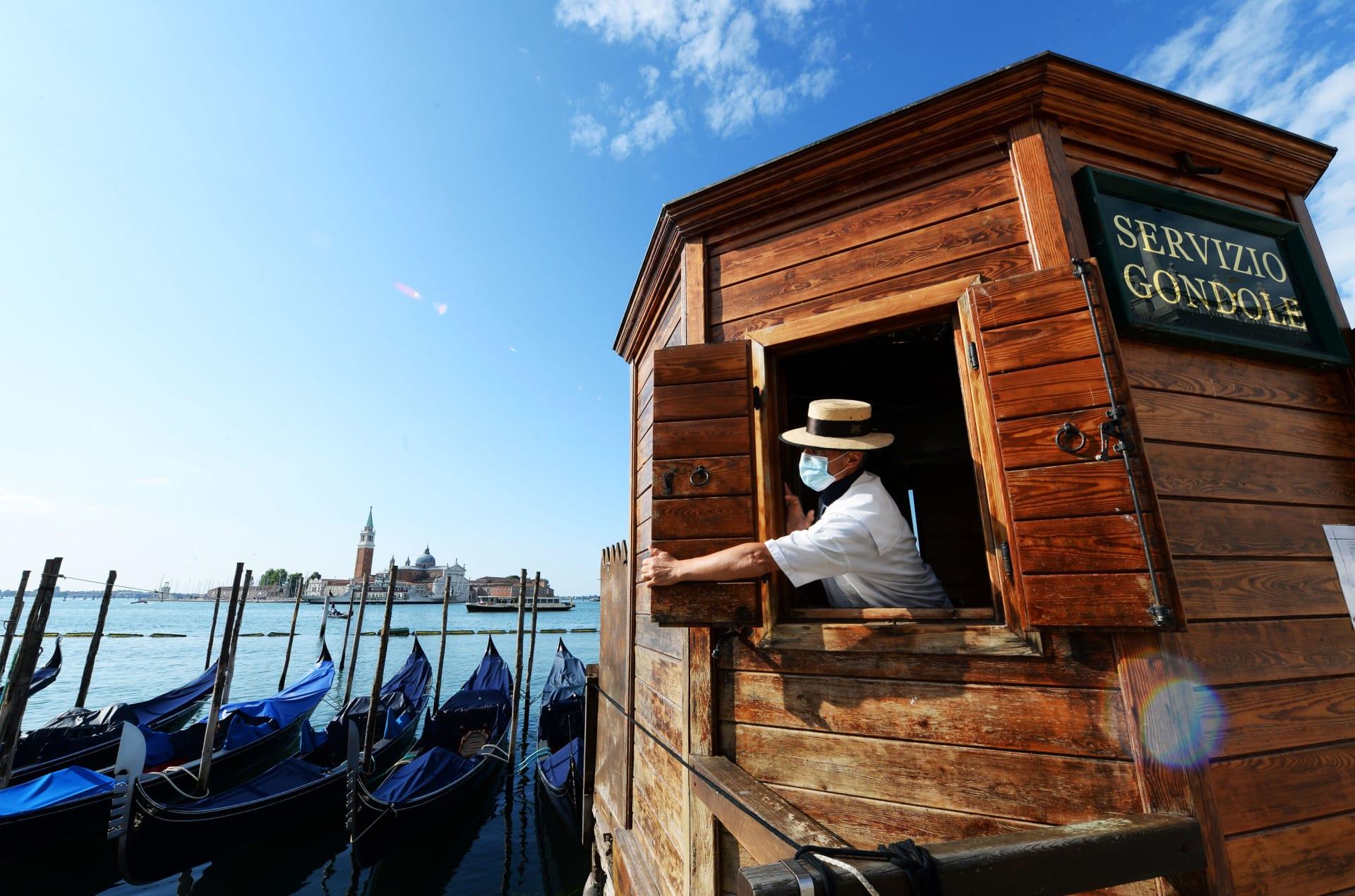 البندقية تقيد عدد الأشخاص المسموح بهم على القوارب بسبب تزايد وزن السياح