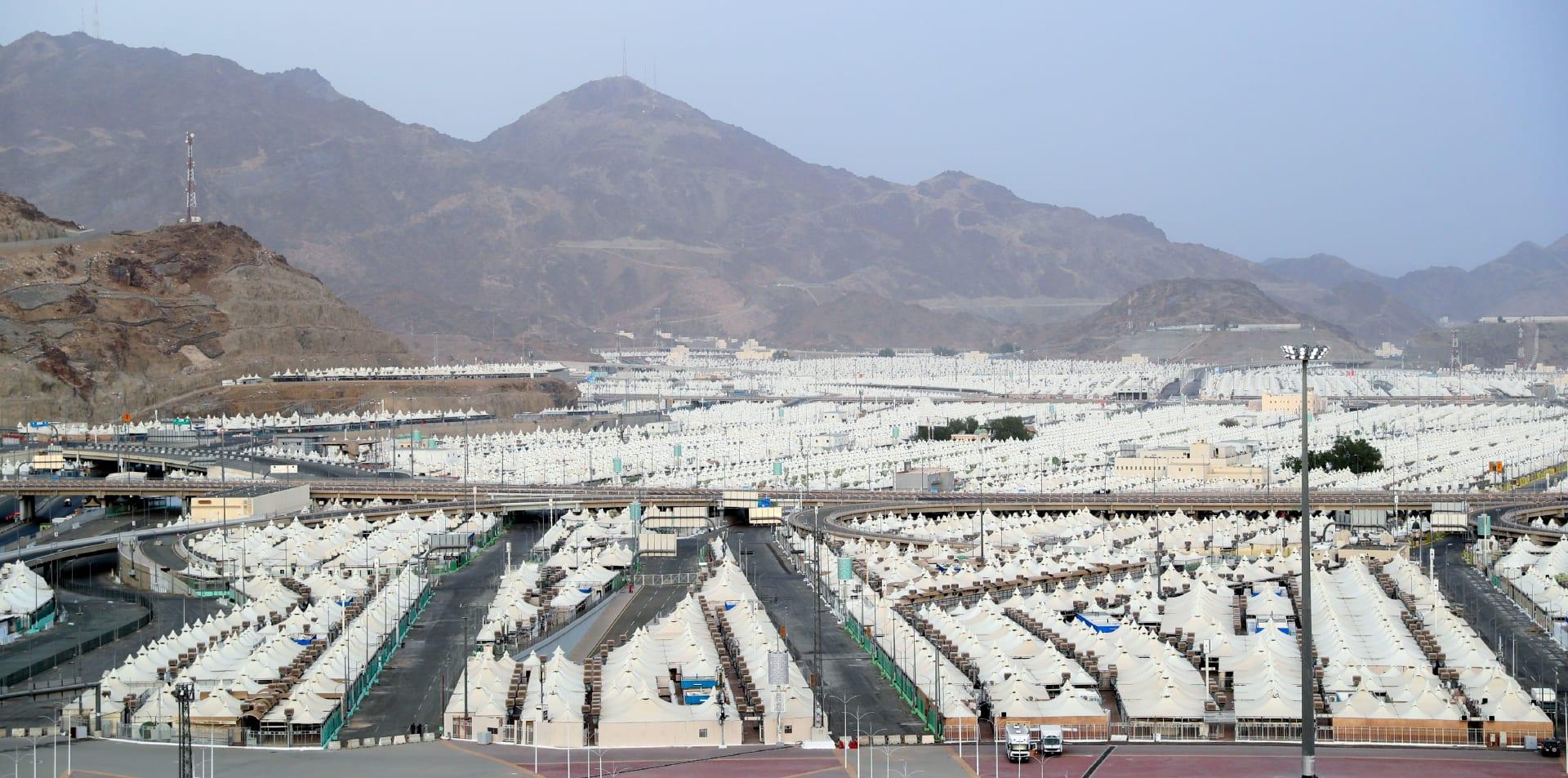 الخيام المخصصة لإقامة الحجيج بين جبل عرفات ومنى في مكة المكرمة