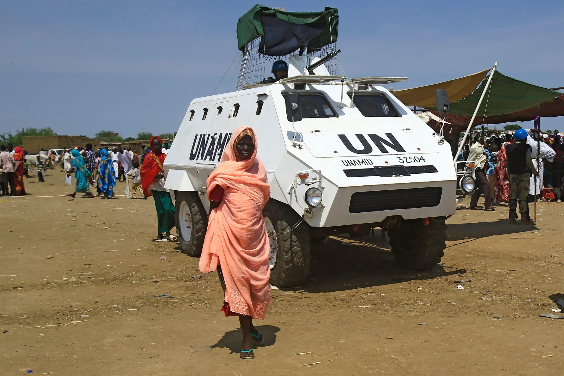 قوات تابعة للأمم المتحدة تعمل على حفظ السلام في إقليم دارفور الذي يشهد صراعًا مسلحًا منذ سنوات