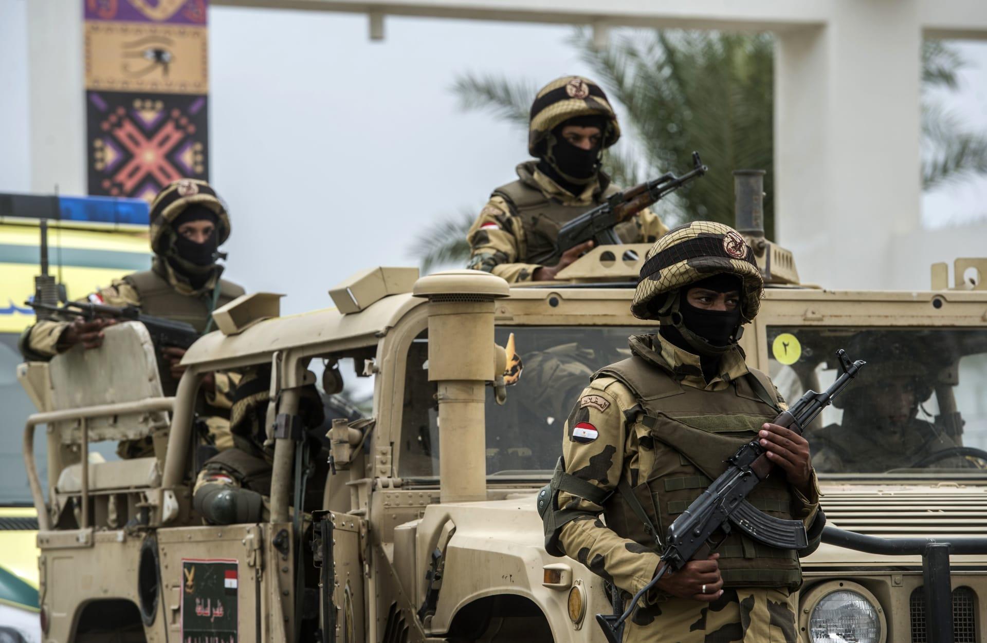 رئيس أركان الجيش المصري يتفقد الاستعداد القتالي للقوات على الحدود الغربية مع ليبيا