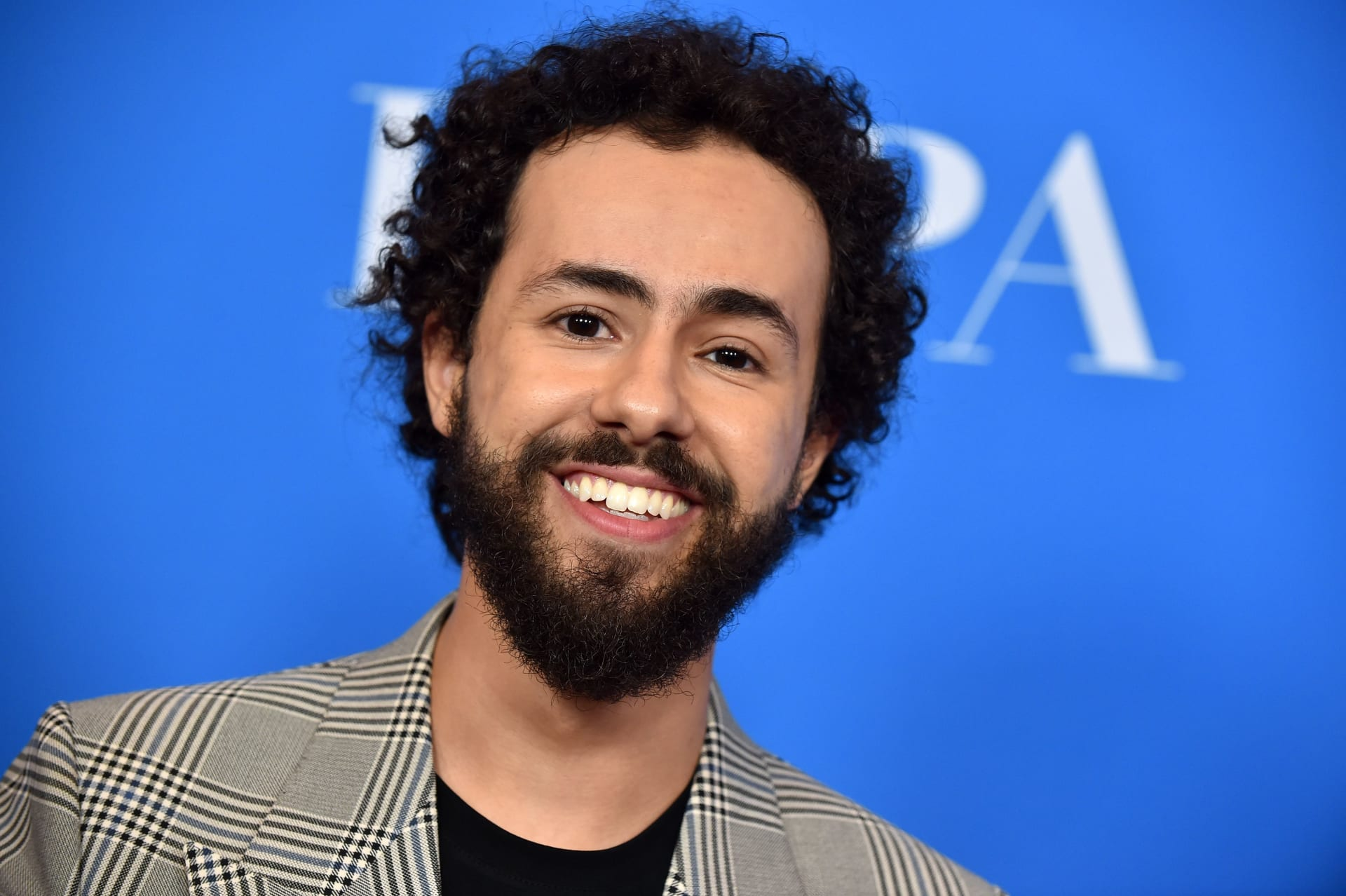 """""""رامي"""".. أول مسلسل كوميدي مسلم في أمريكا يُرشح لجائزة مهرجان إيمي"""