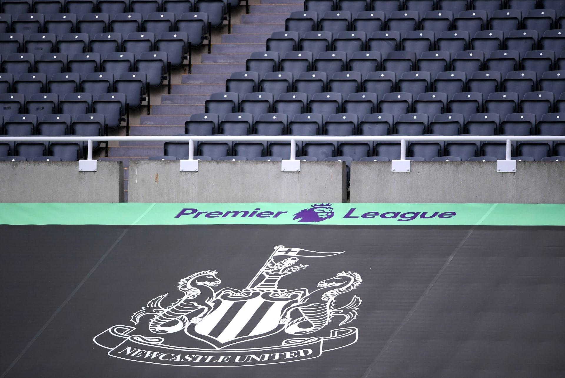 شعار فريق نادي نيوكاسل يونايتد الإنجليزي في ملعبه