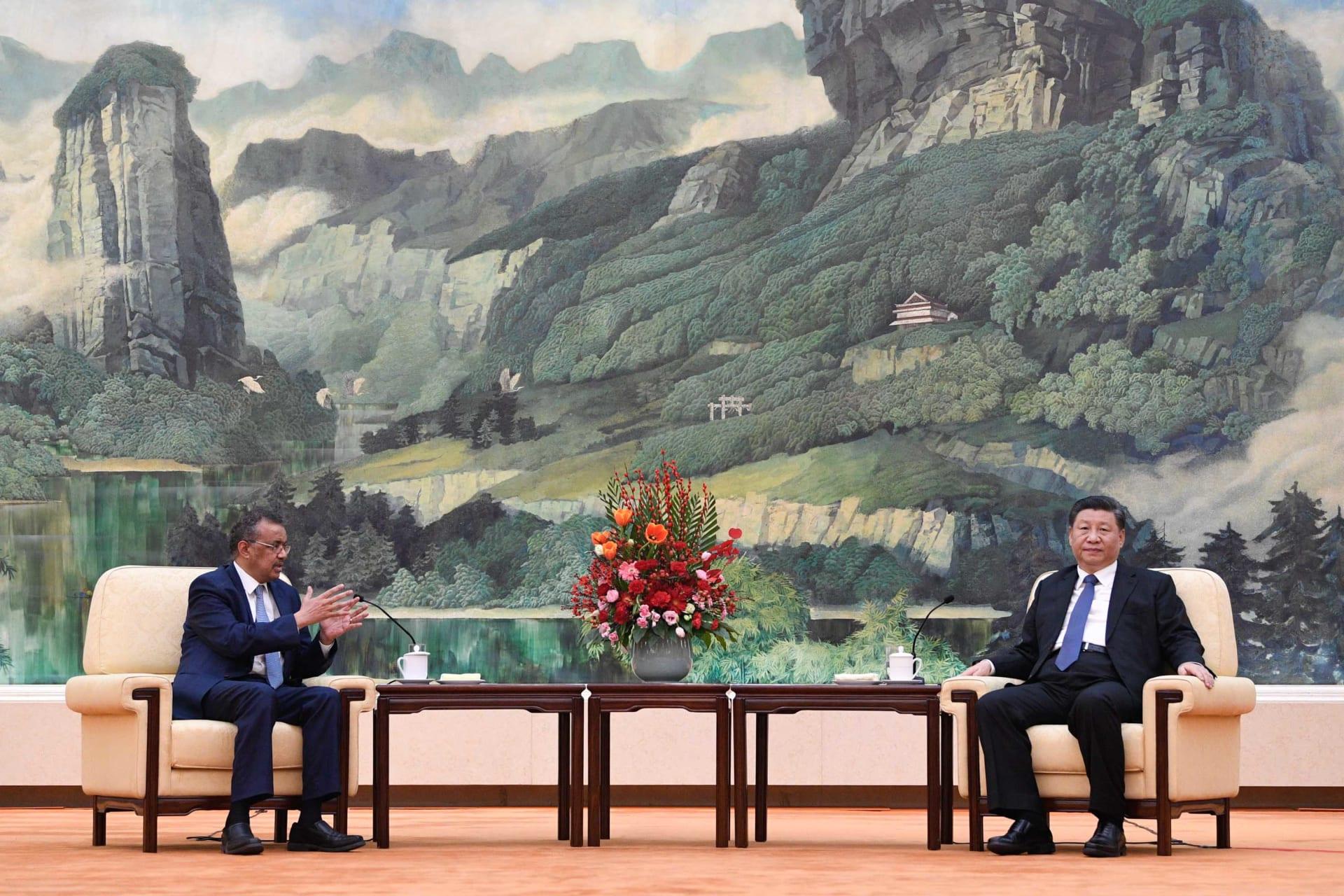 """""""نجم روك"""" عالم الصحة.. تعرف إلى من يقف وسط فوضى النزاع بين أمريكا والصين"""