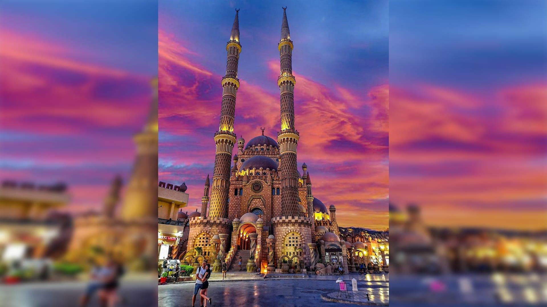 """مسجد الصحابة في شرم الشيخ..قبلة السياح على أرض """"مدينة السلام"""" في مصر"""