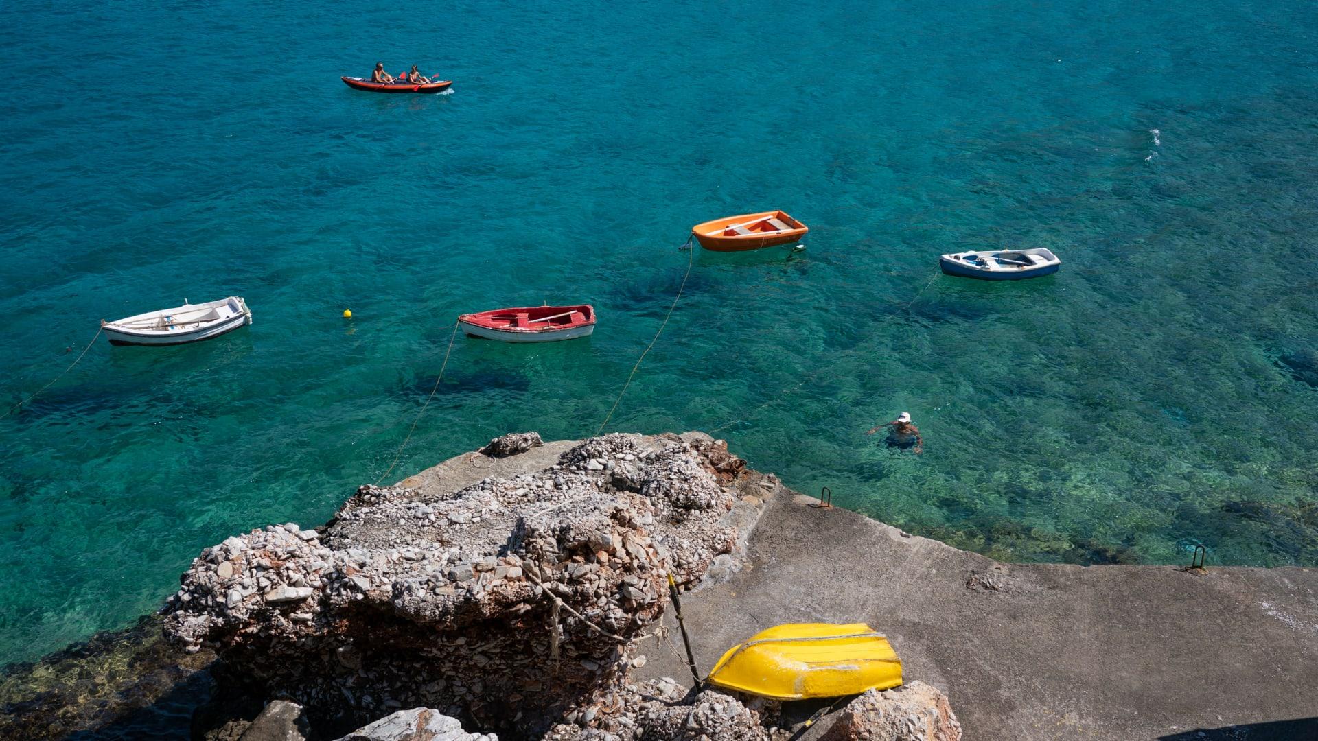 في ظل كورونا.. لماذا تُعد اليونان أفضل وجهة أوروبية للعطلات الآن؟