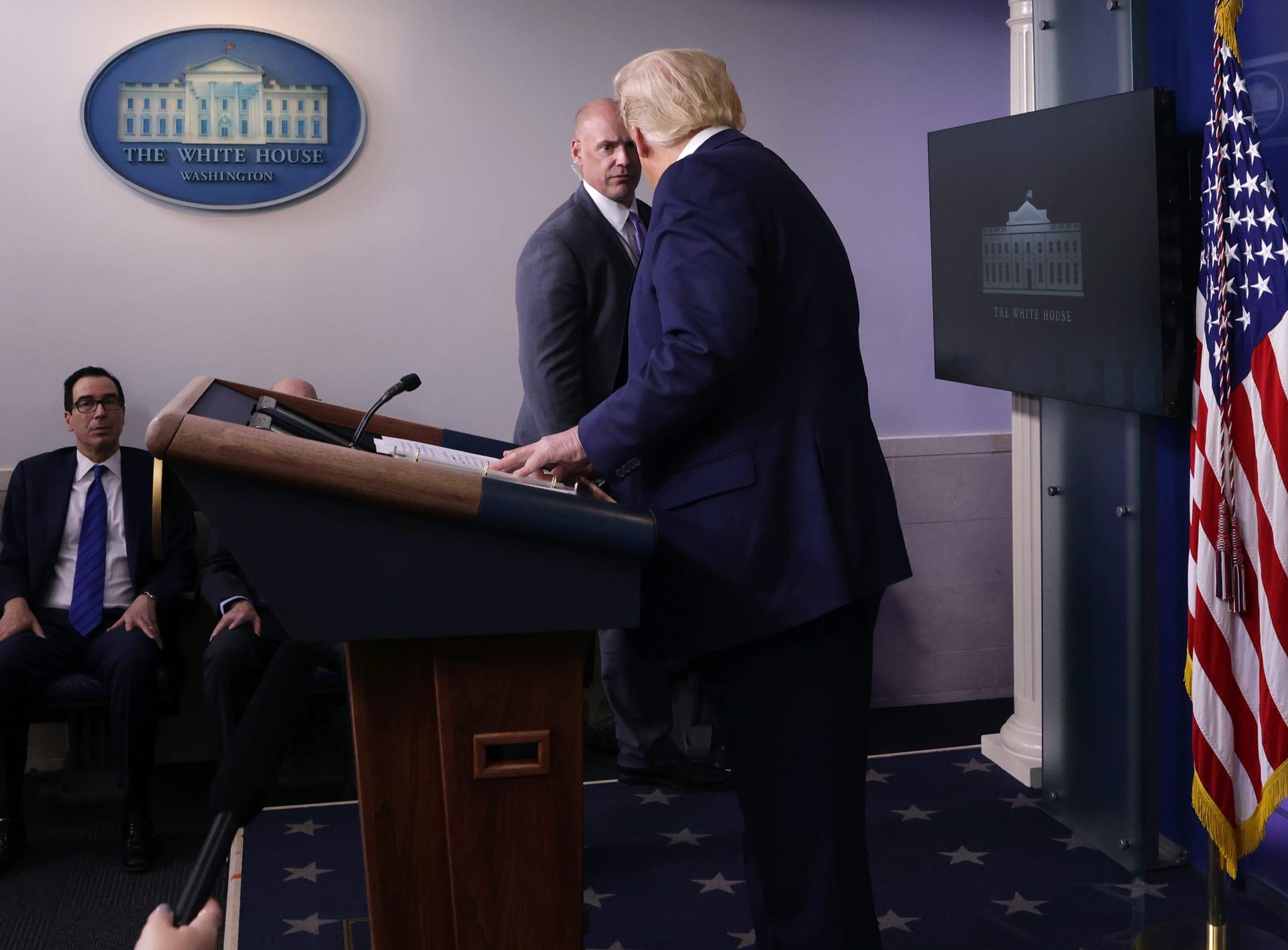 إطلاق نار بمحيط البيت الأبيض.. وترامب يغادر مؤتمرًا صحفيًا بشكل مفاجىء