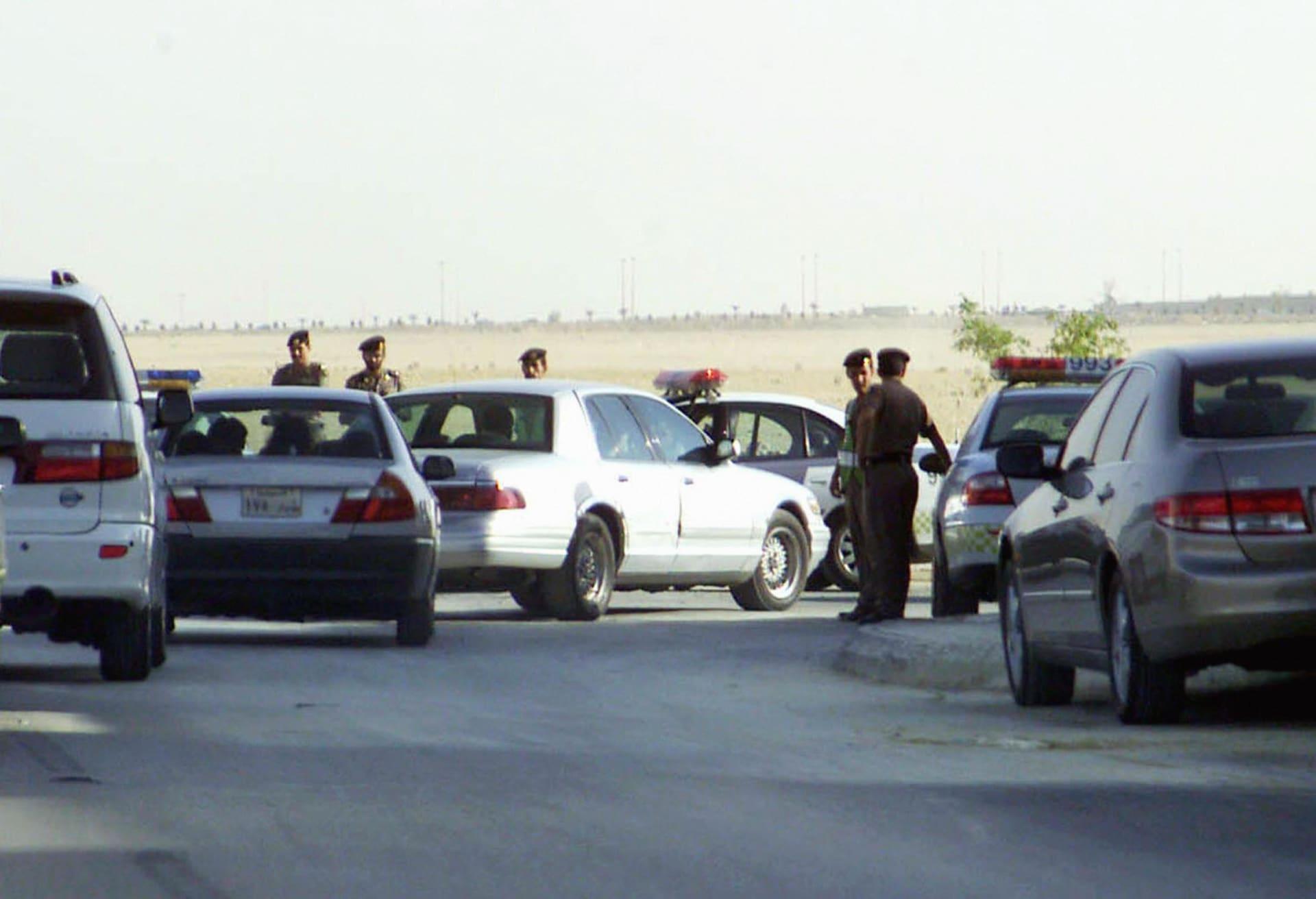 منهم محافظ وقاض وضباط كبار.. السعودية الكشف عن 218 قضية فساد كبرى لموظفين بالحكومة