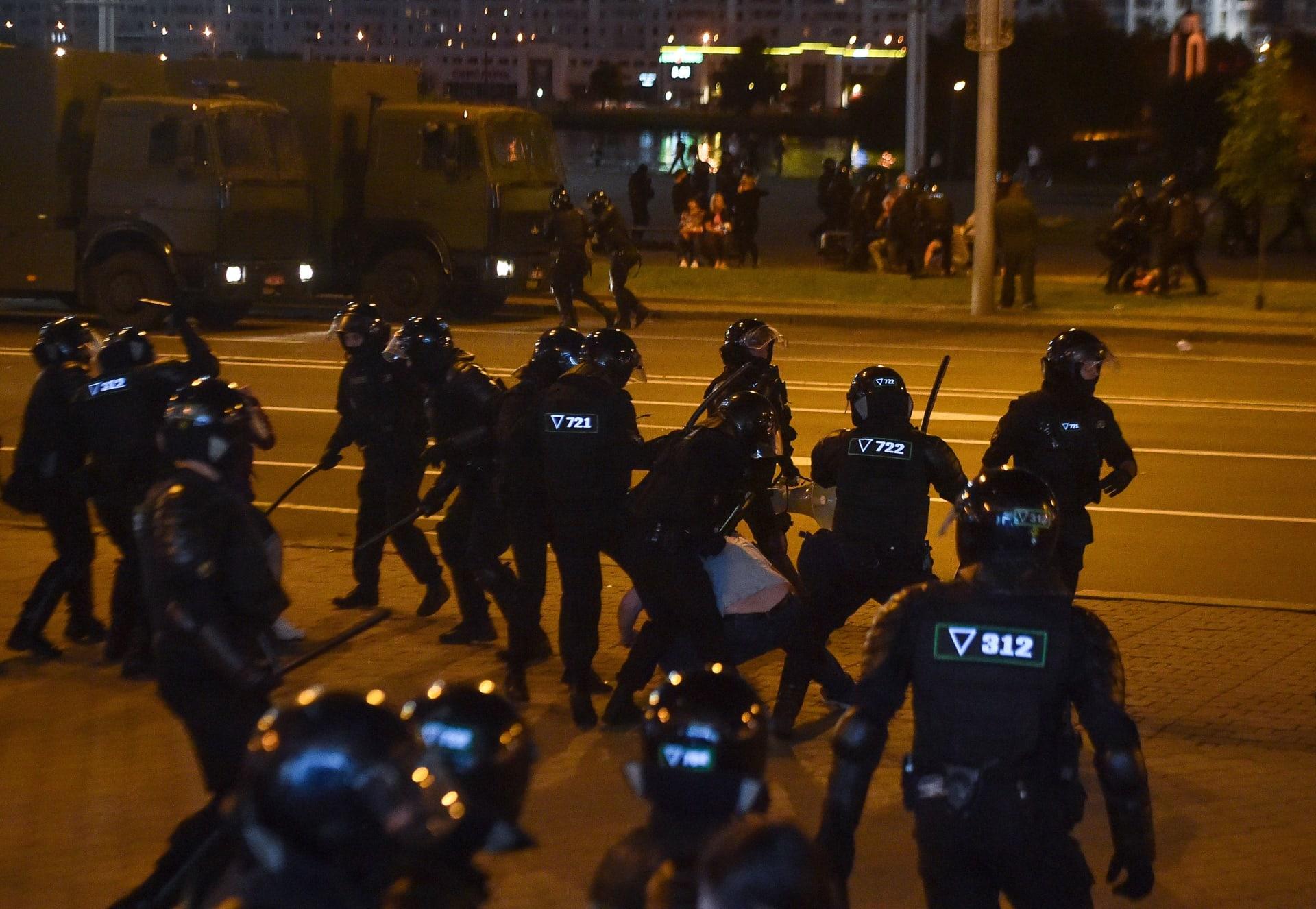 مواجهات بين قوات الأمن والمتظاهرين في بيلاروسيا بعد إعلان فوز الرئيس الحالي في الانتخابات