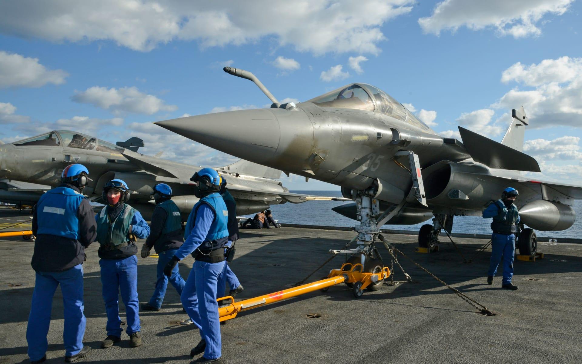 حاملة الطائرات الفرنسية شارل ديغول في شرق البحر المتوسط
