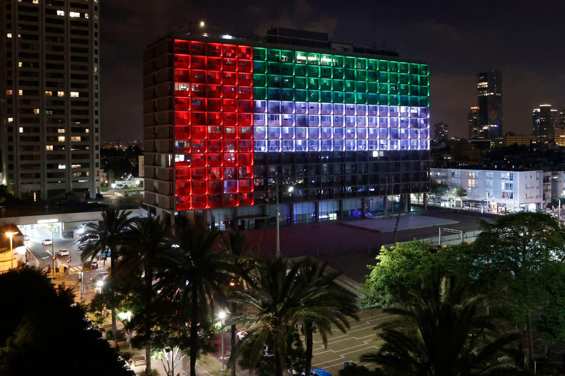 مبنى في تل أبيب يضيء بألوان العلم الإماراتي عقب إعلان اتفاقية السلام